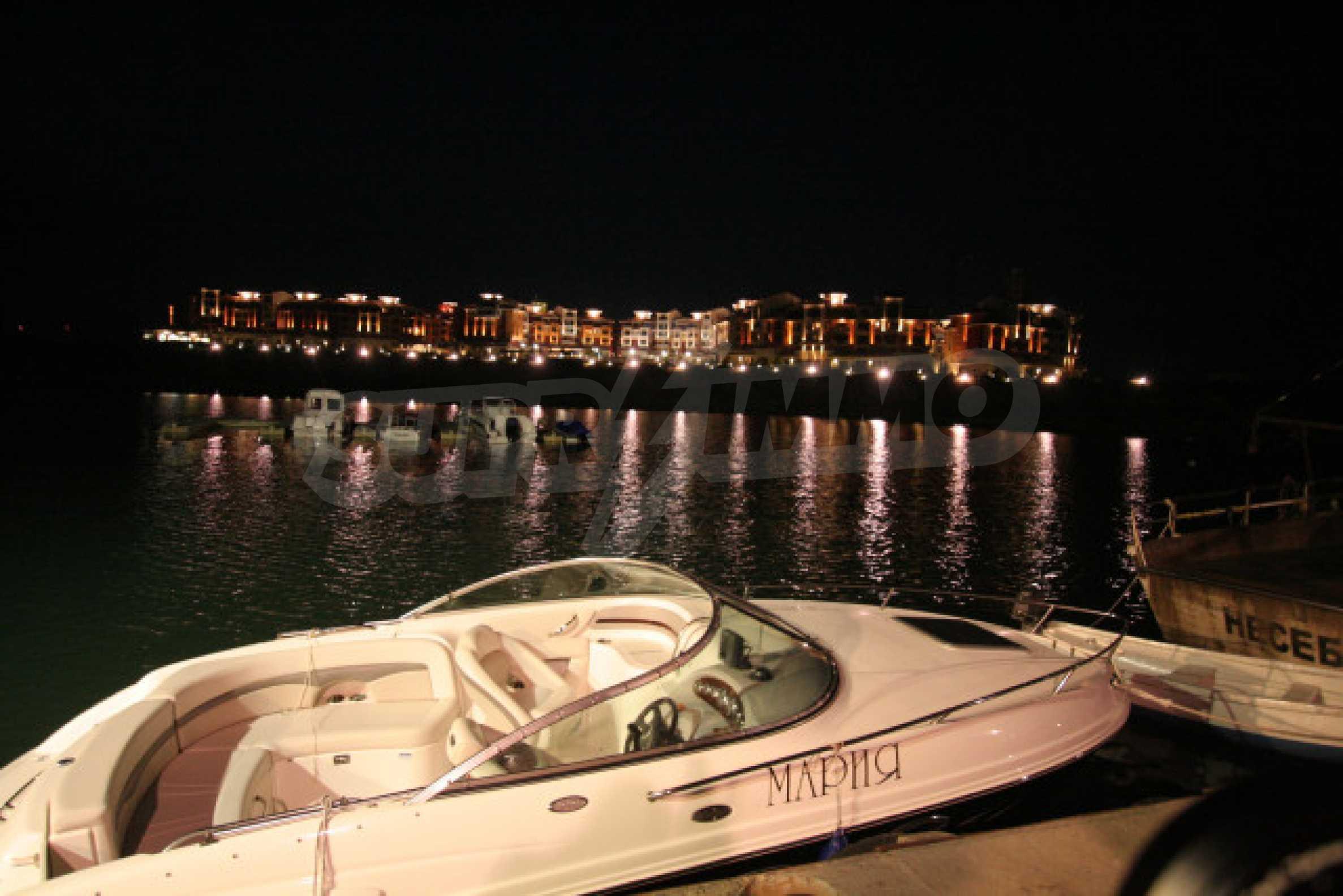 Marina Cape 24