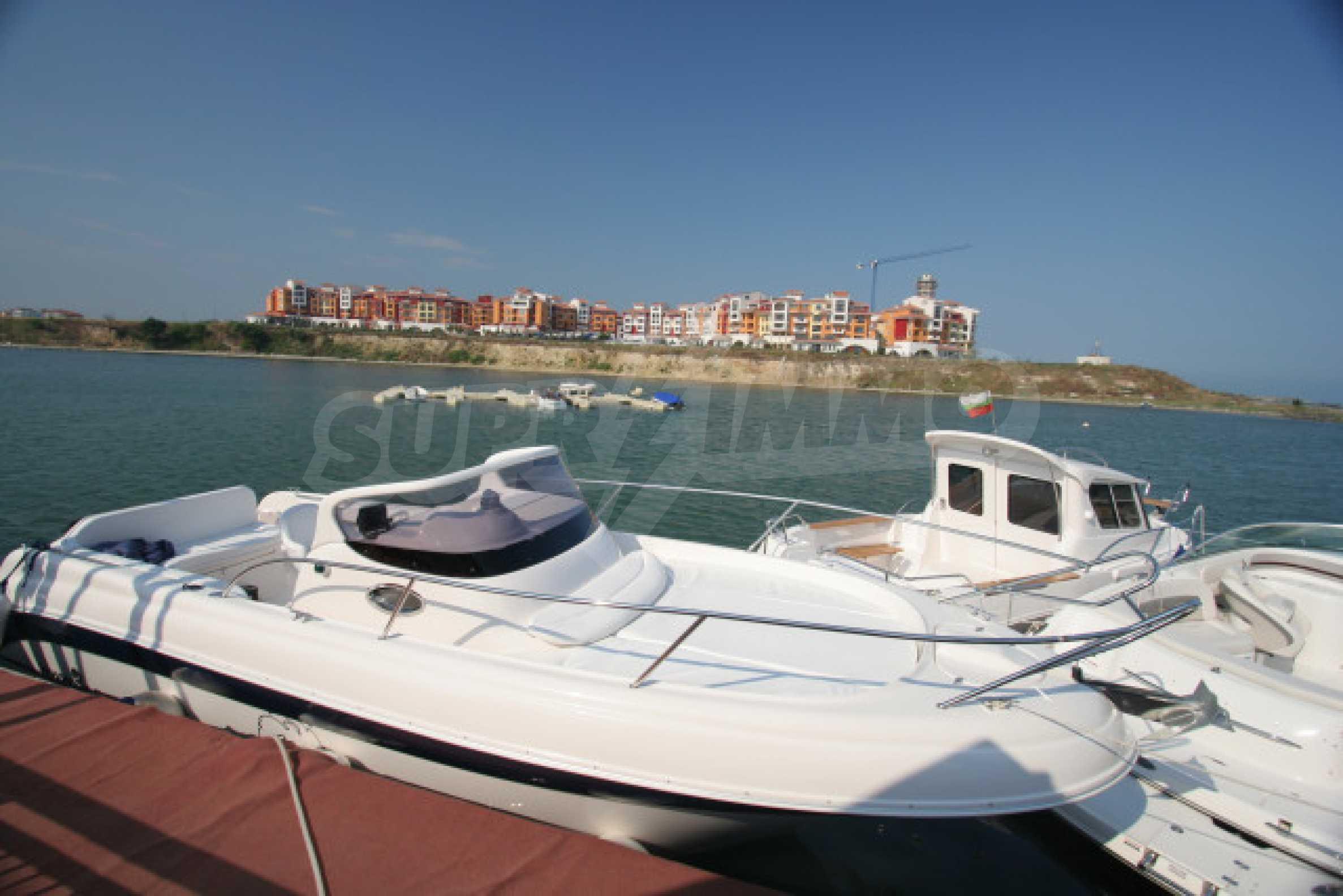 Marina Cape 27
