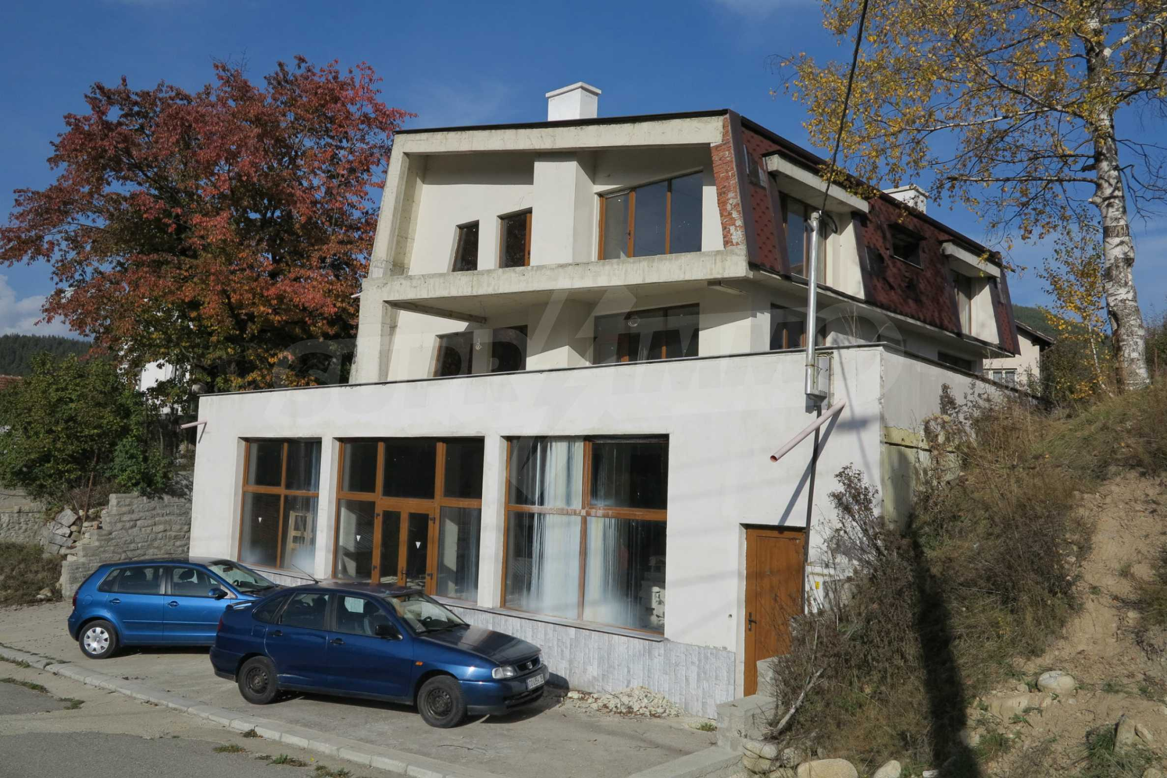 Big house with restaurant near the ski resort of Borovets