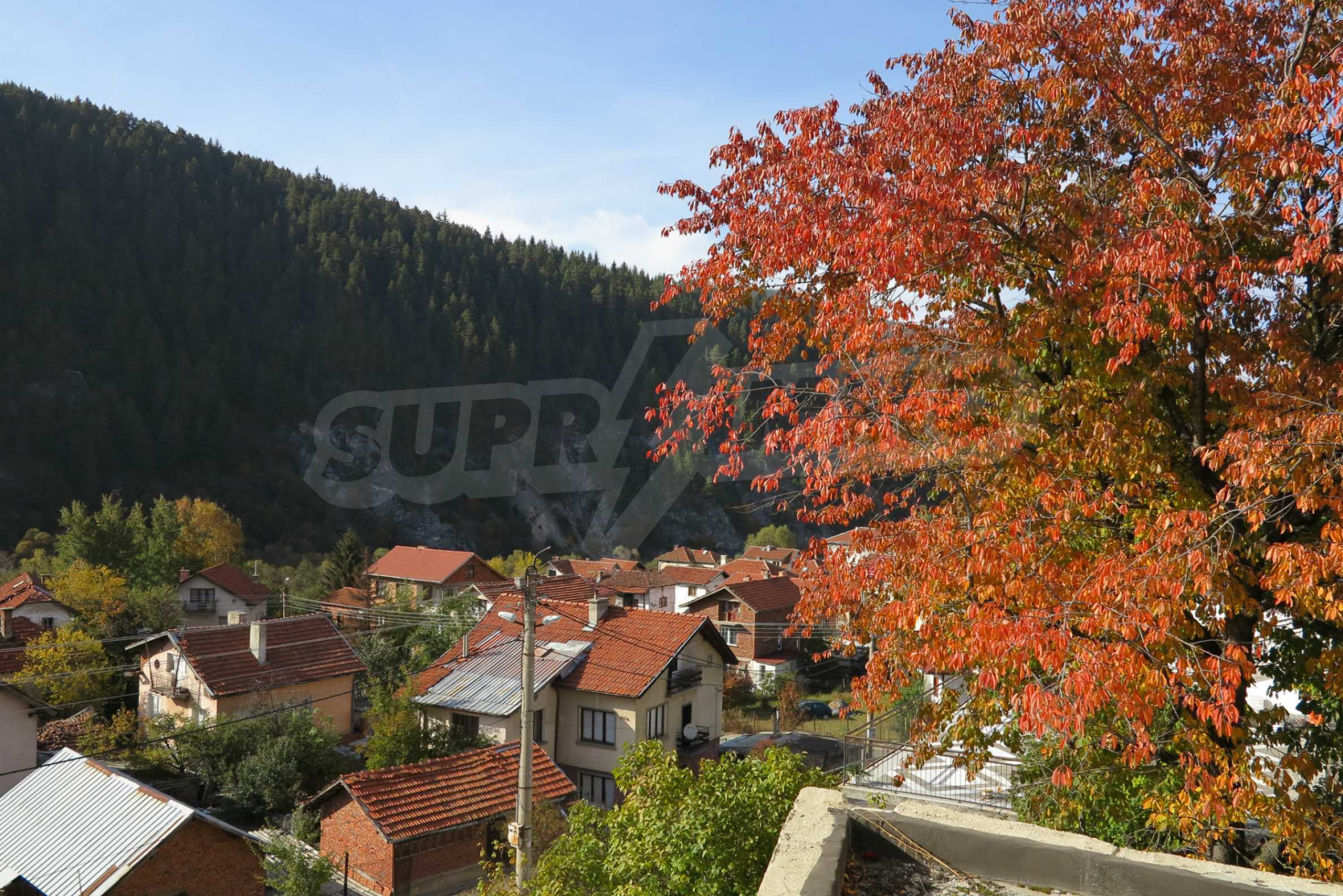 Big house with restaurant near the ski resort of Borovets 36