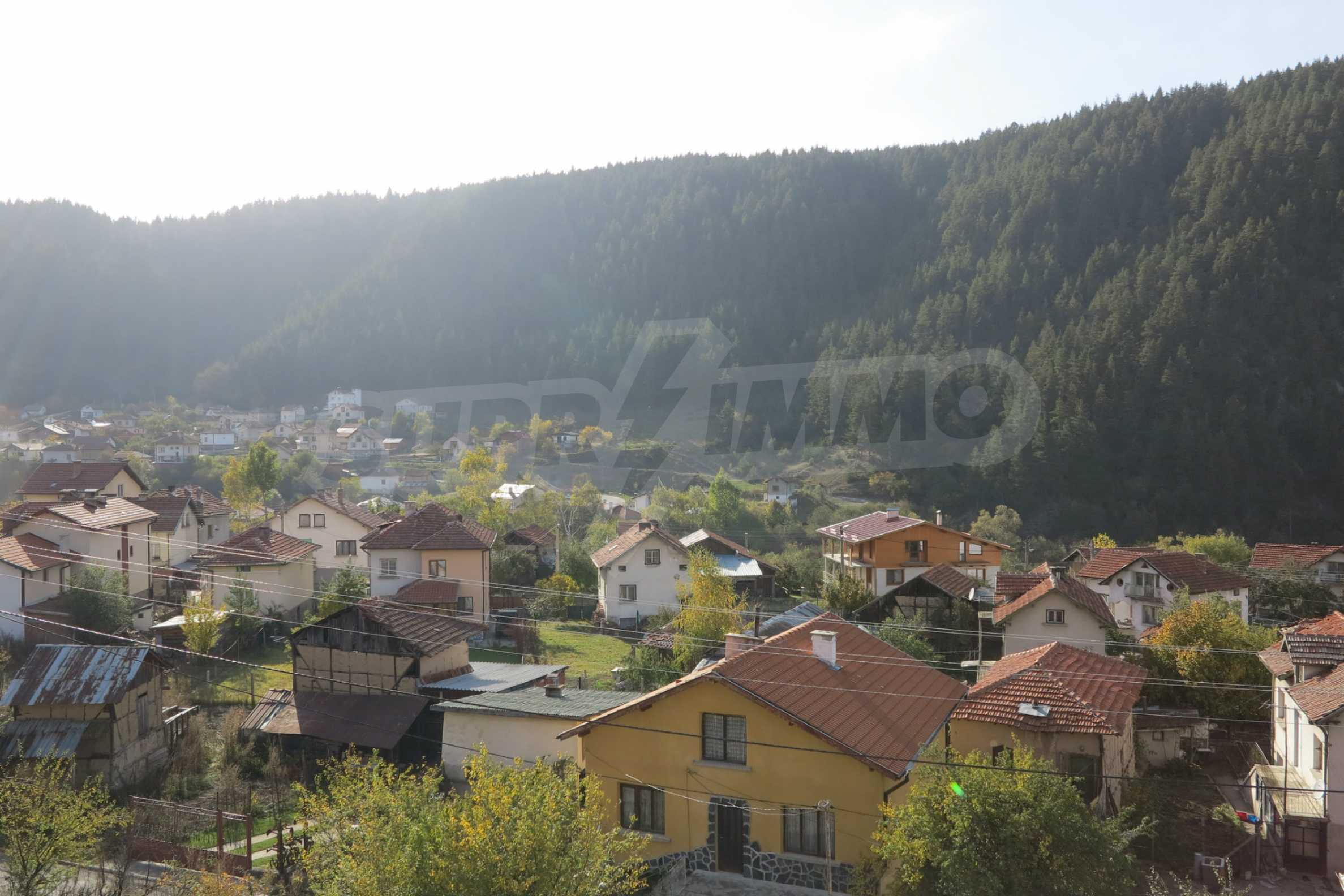 Big house with restaurant near the ski resort of Borovets 37