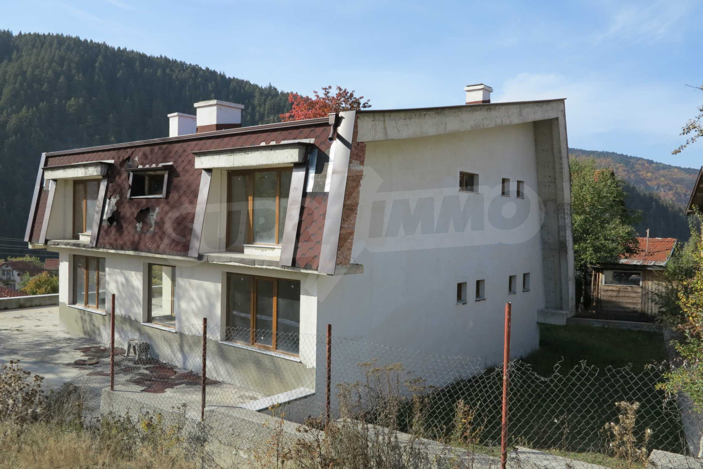 Big house with restaurant near the ski resort of Borovets 3