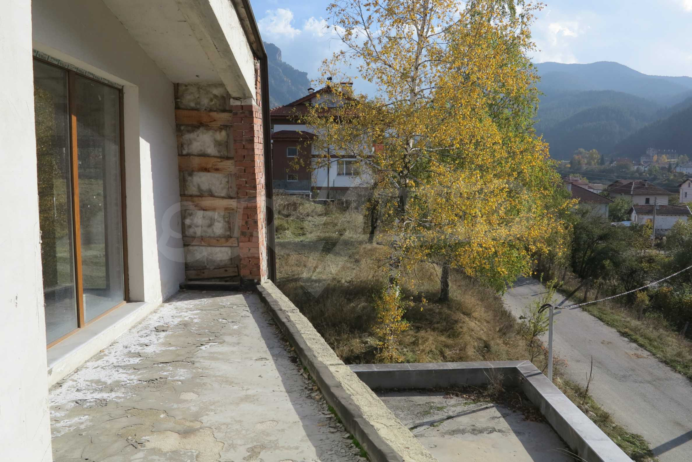 Big house with restaurant near the ski resort of Borovets 39