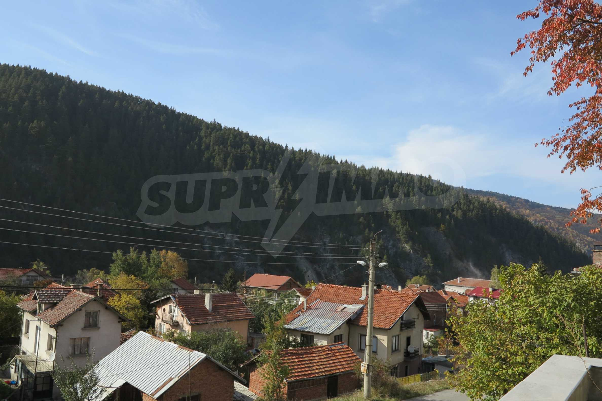Big house with restaurant near the ski resort of Borovets 5