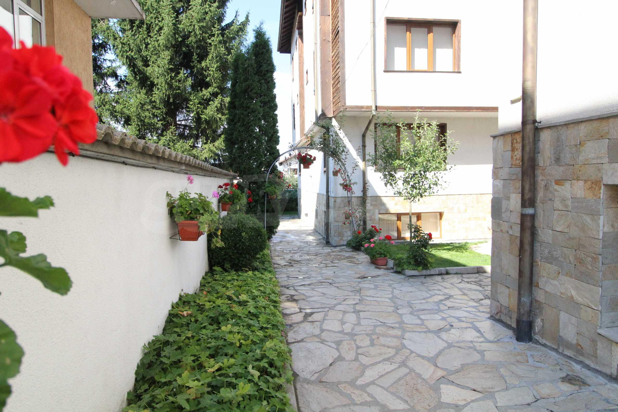 Fully furnished and equipped two-level apartment near the center of Bansko ski resort 9