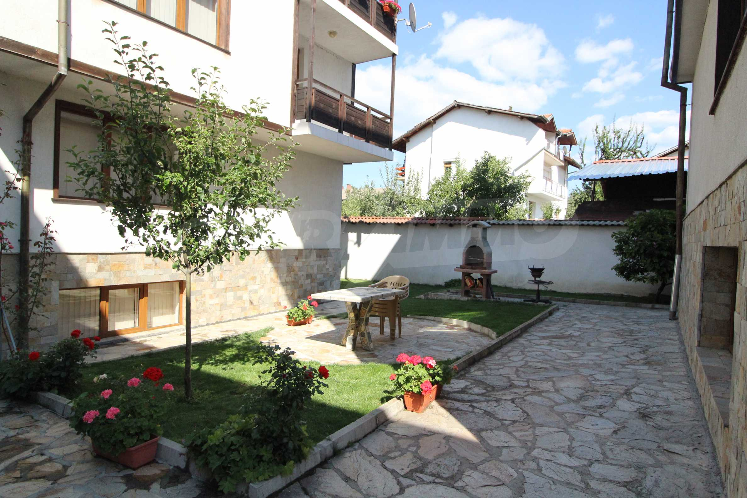 Fully furnished and equipped two-level apartment near the center of Bansko ski resort 10