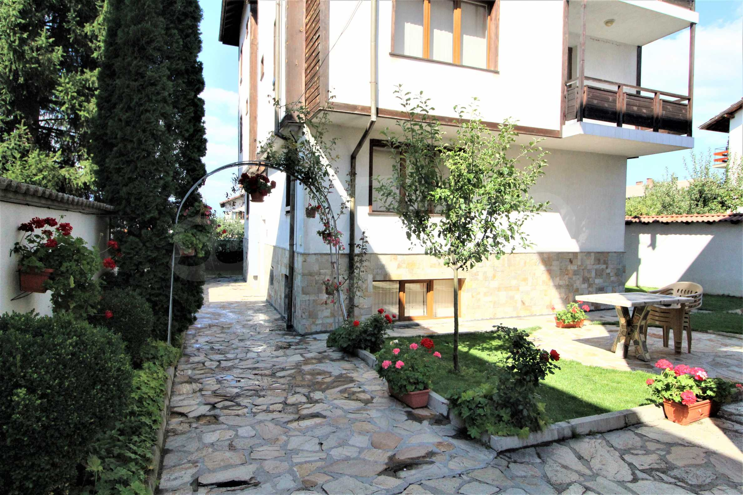 Fully furnished and equipped two-level apartment near the center of Bansko ski resort 11