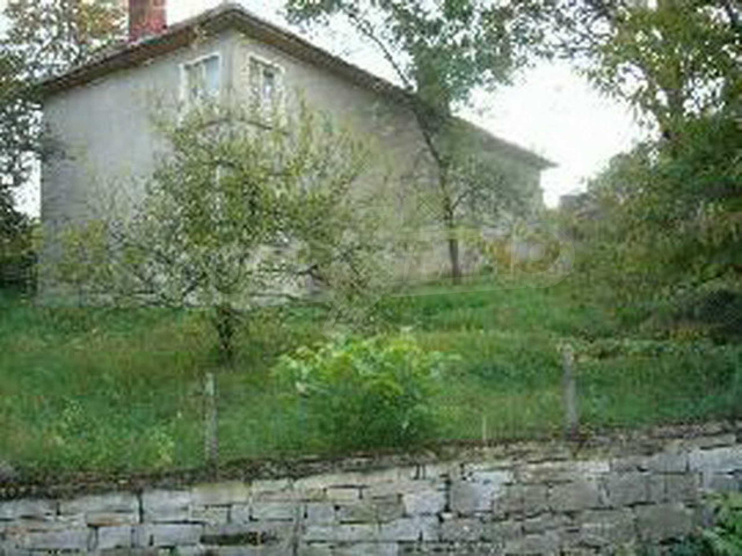 Zweistöckiges Haus mit großem Garten in einem malerischen Dorf 10 km. aus der Stadt Gabrovo 15