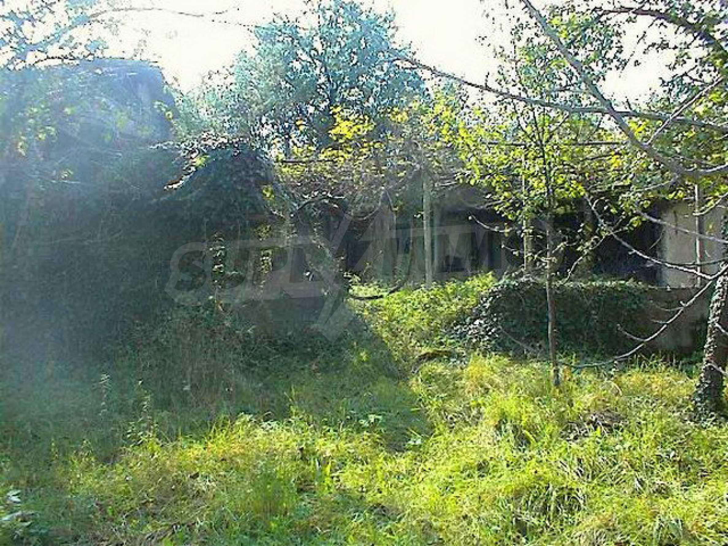 Zweistöckiges Haus mit großem Garten in einem malerischen Dorf 10 km. aus der Stadt Gabrovo 4