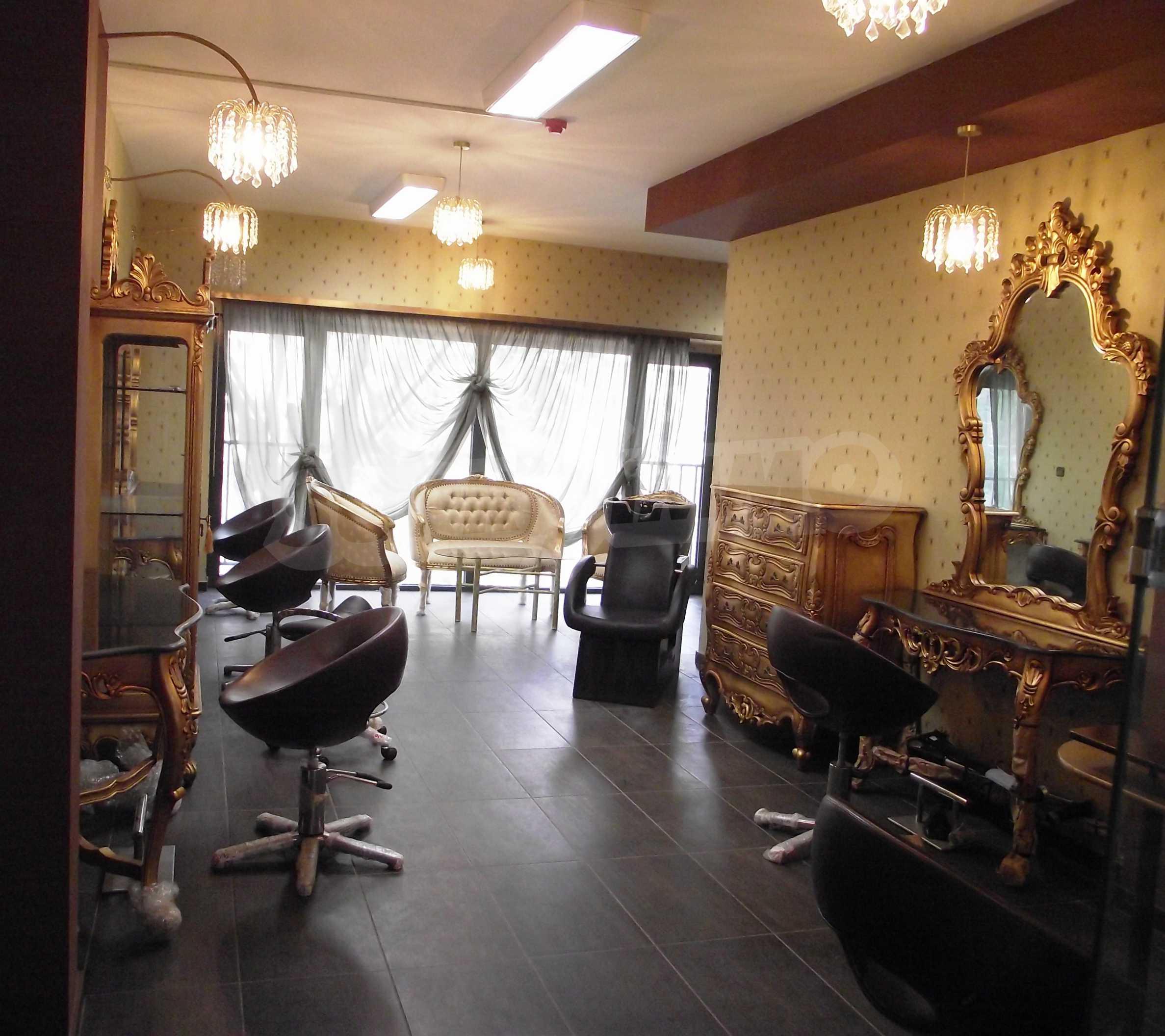 Обзаведен и оборудван салон за красота в центъра на столицата
