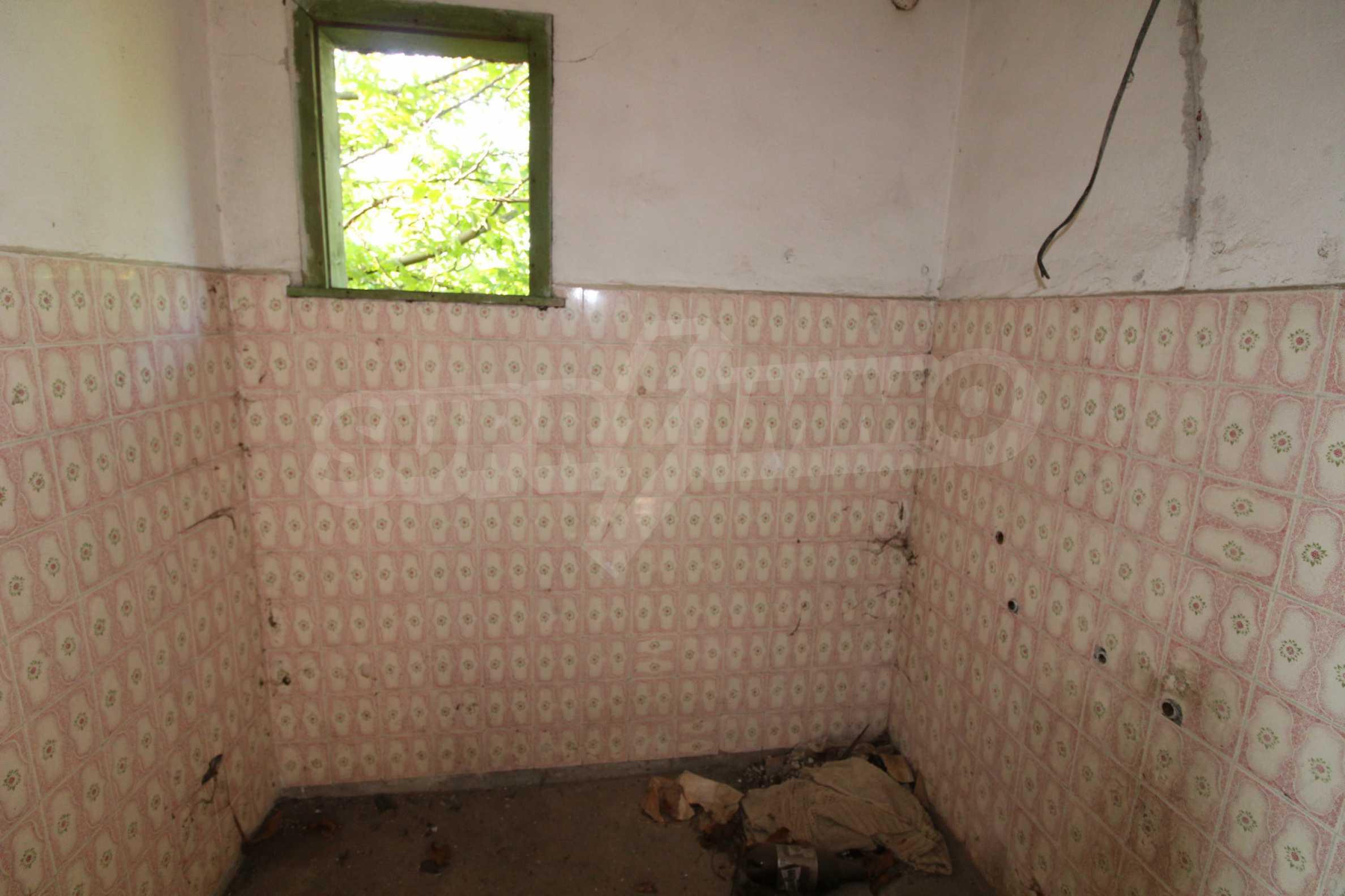 Massives zweistöckiges Haus in einem Dorf 20 km von der Stadt Apriltsi entfernt 9