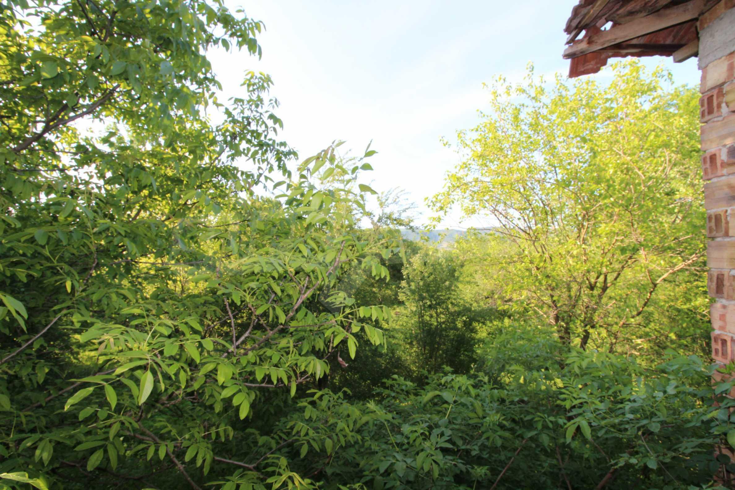 Massives zweistöckiges Haus in einem Dorf 20 km von der Stadt Apriltsi entfernt 11
