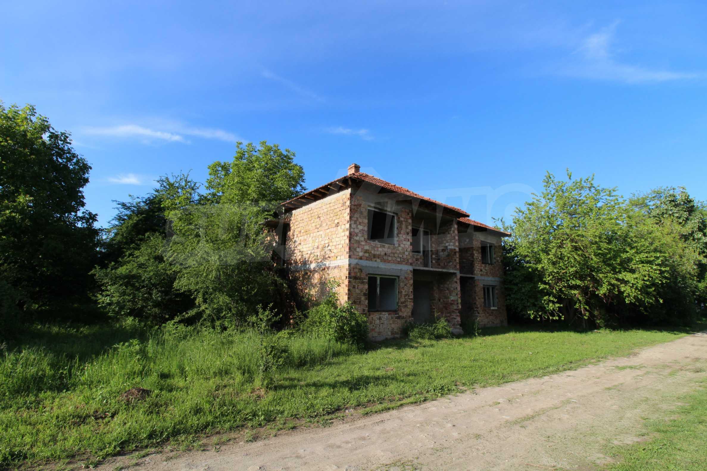 Massives zweistöckiges Haus in einem Dorf 20 km von der Stadt Apriltsi entfernt 12