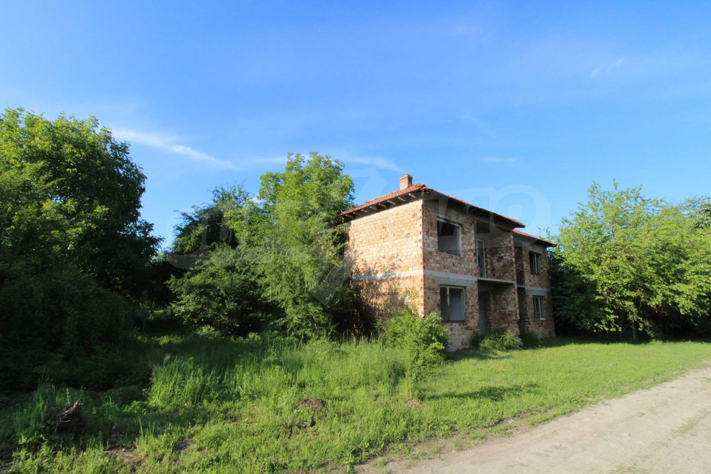 Massives zweistöckiges Haus in einem Dorf 20 km von der Stadt Apriltsi entfernt 2
