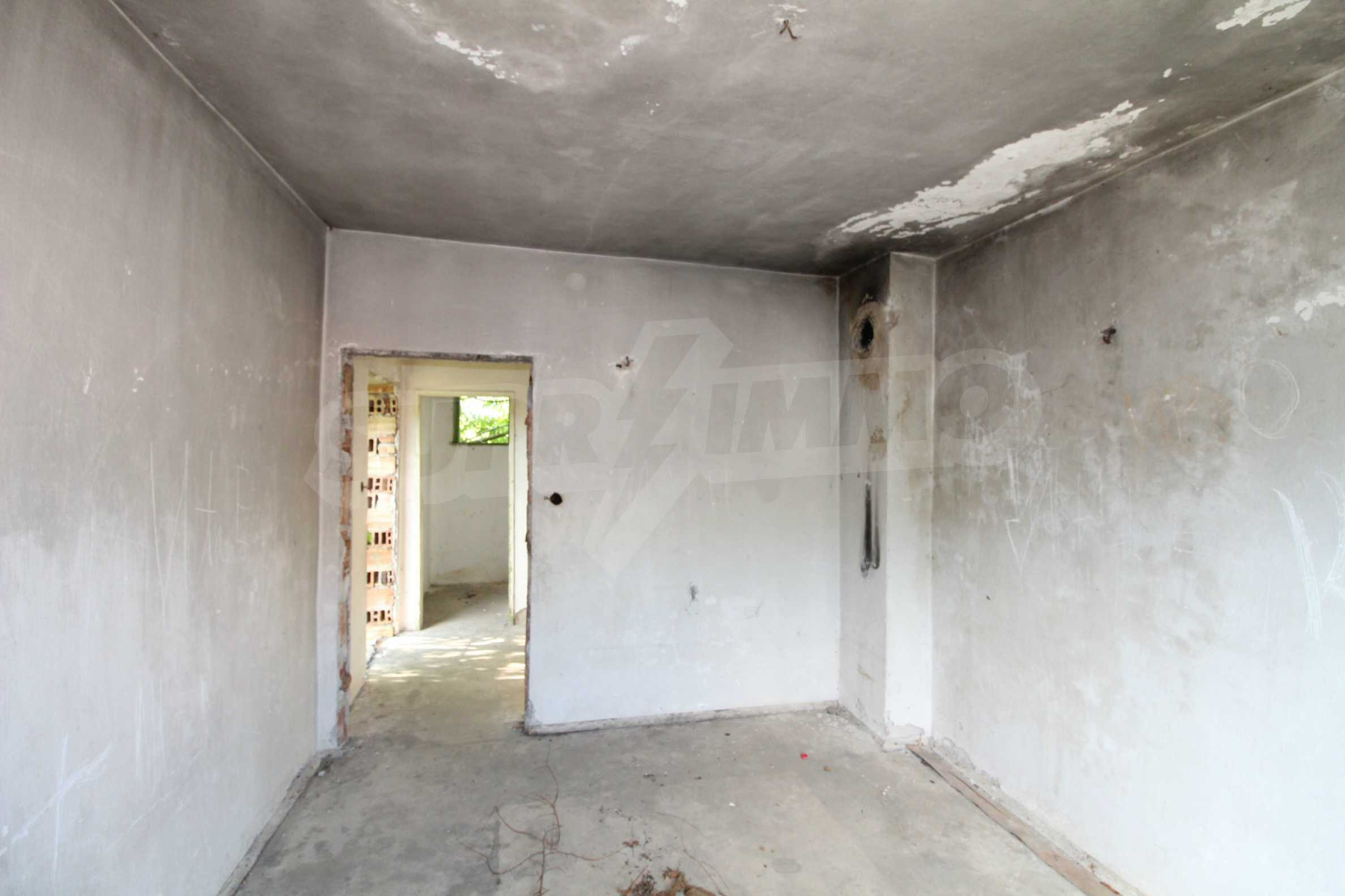 Massives zweistöckiges Haus in einem Dorf 20 km von der Stadt Apriltsi entfernt 6