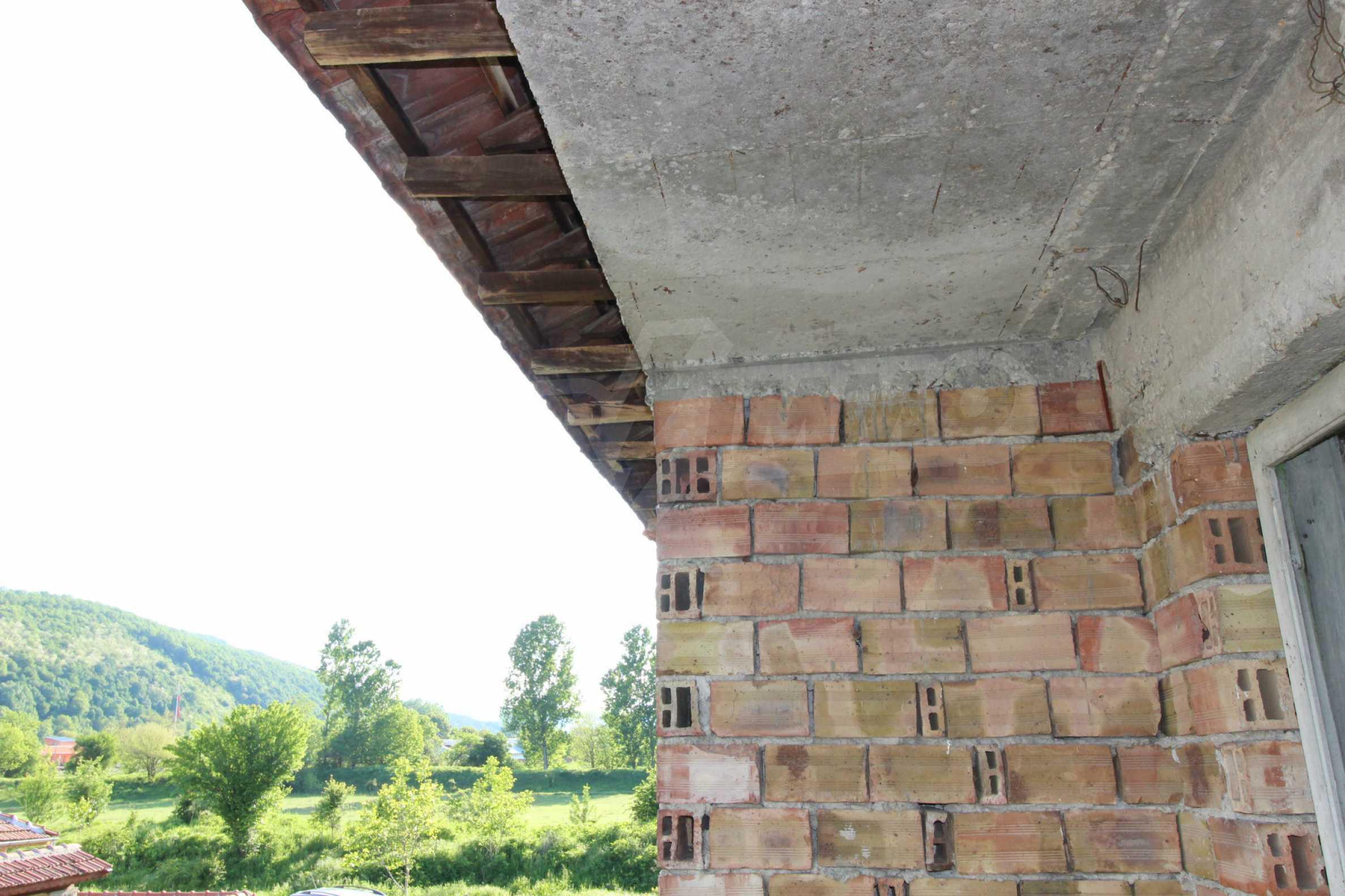 Massives zweistöckiges Haus in einem Dorf 20 km von der Stadt Apriltsi entfernt 7