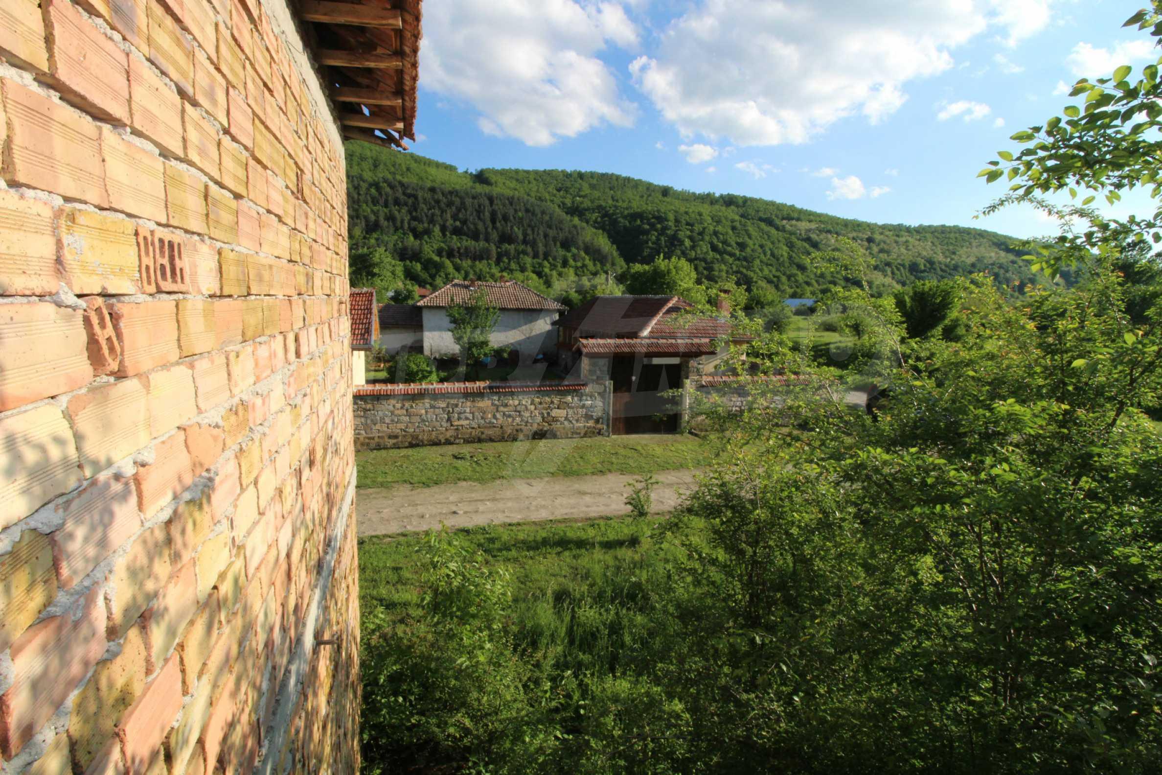 Massives zweistöckiges Haus in einem Dorf 20 km von der Stadt Apriltsi entfernt 8
