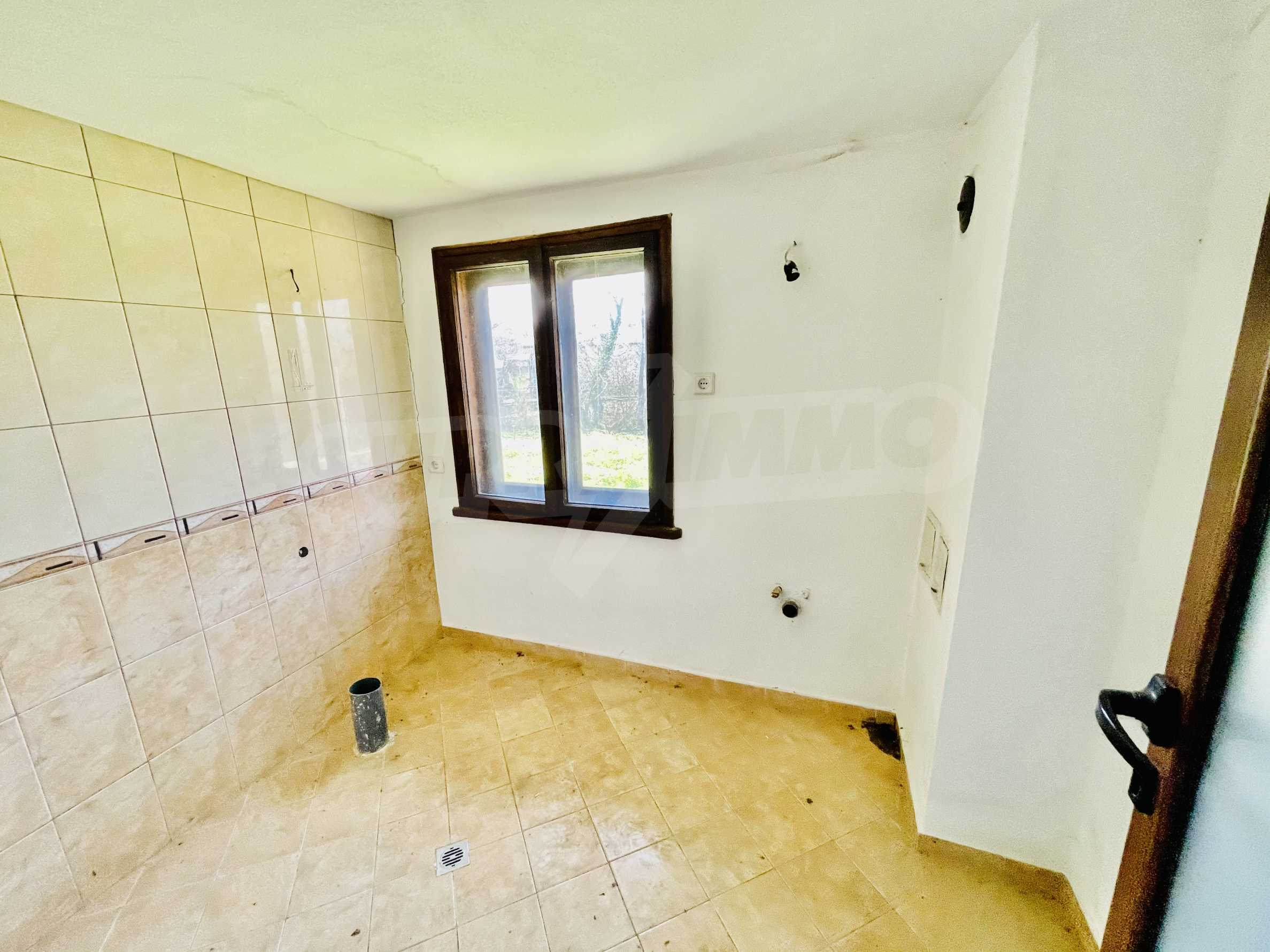Two houses in a large yard only 15 km from Veliko Tarnovo 11