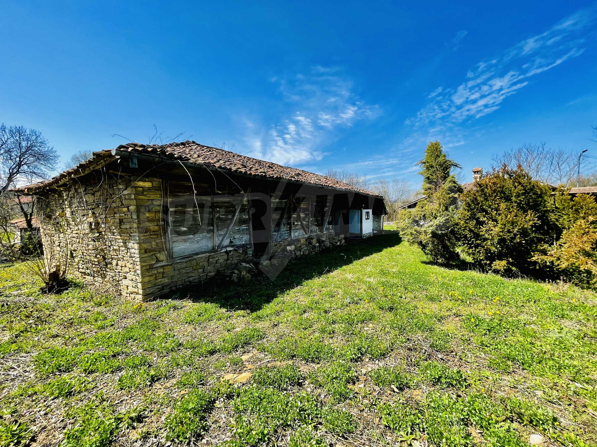 Two houses in a large yard only 15 km from Veliko Tarnovo 36