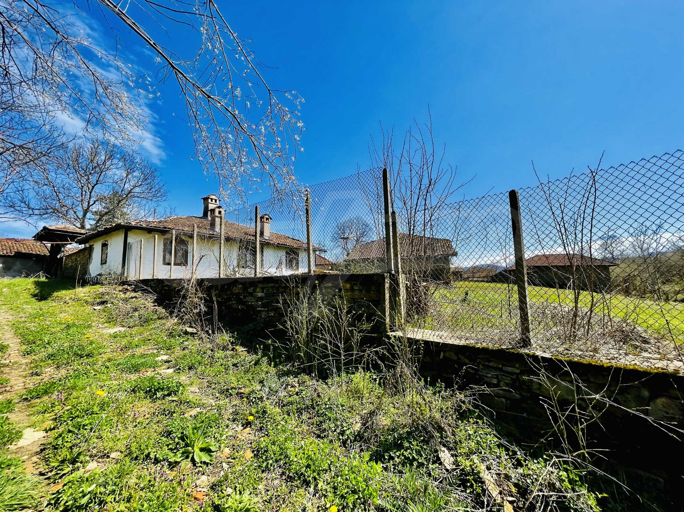 Two houses in a large yard only 15 km from Veliko Tarnovo 37
