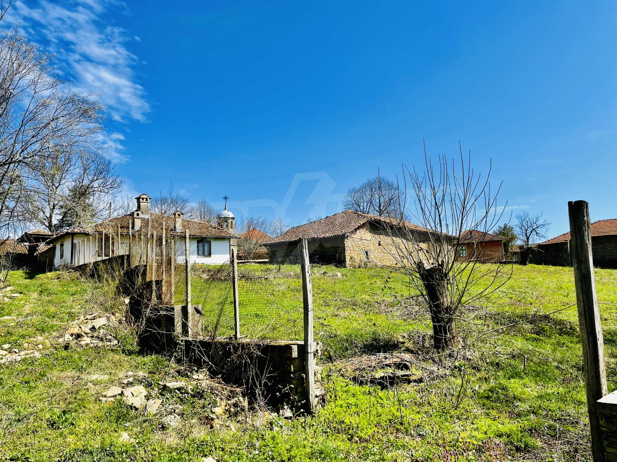 Two houses in a large yard only 15 km from Veliko Tarnovo 38