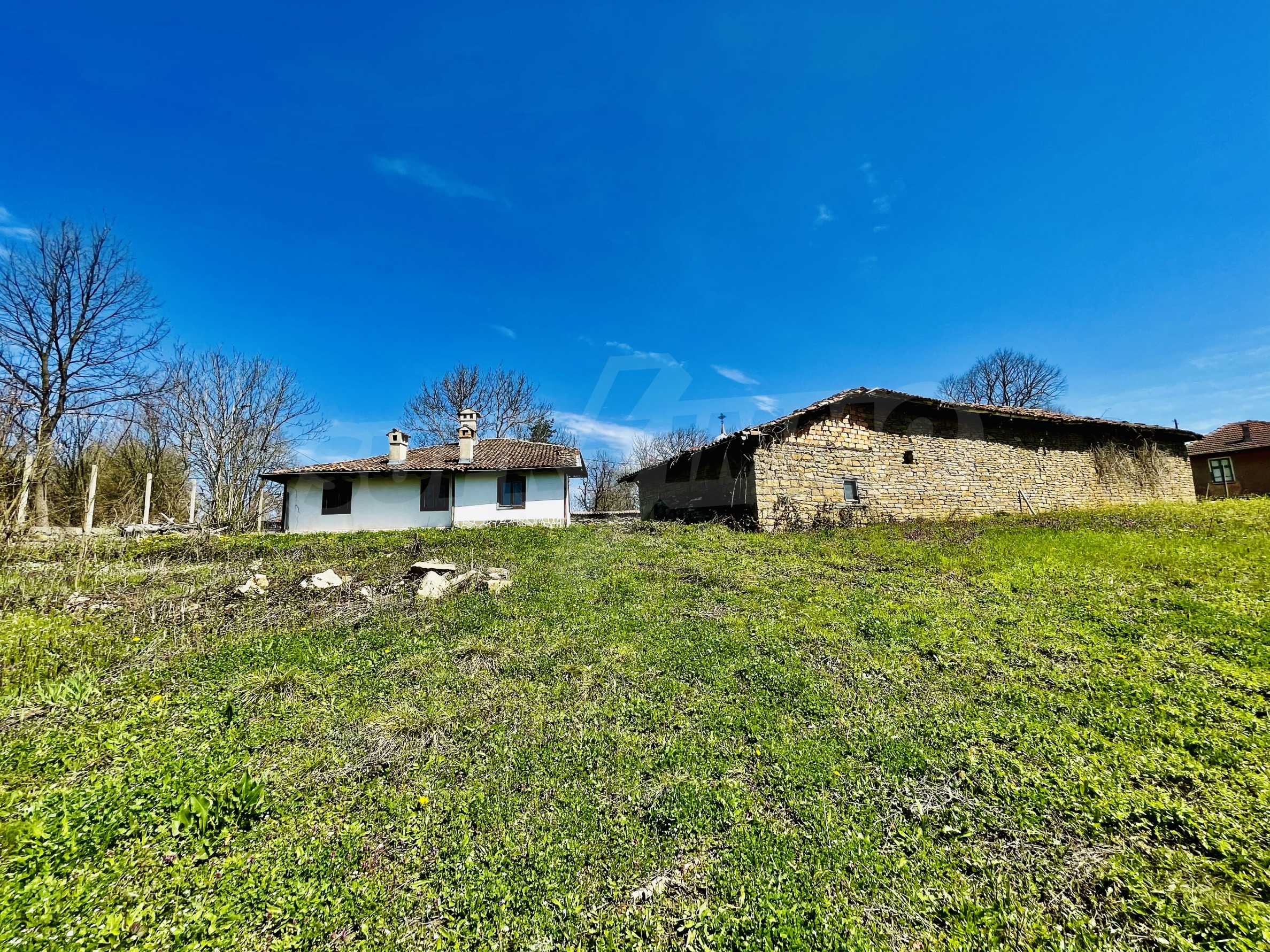 Two houses in a large yard only 15 km from Veliko Tarnovo 41