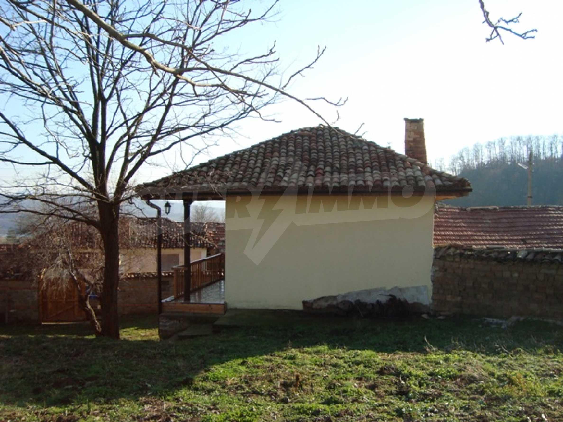 Уютна къща близо до язовир Тича 2