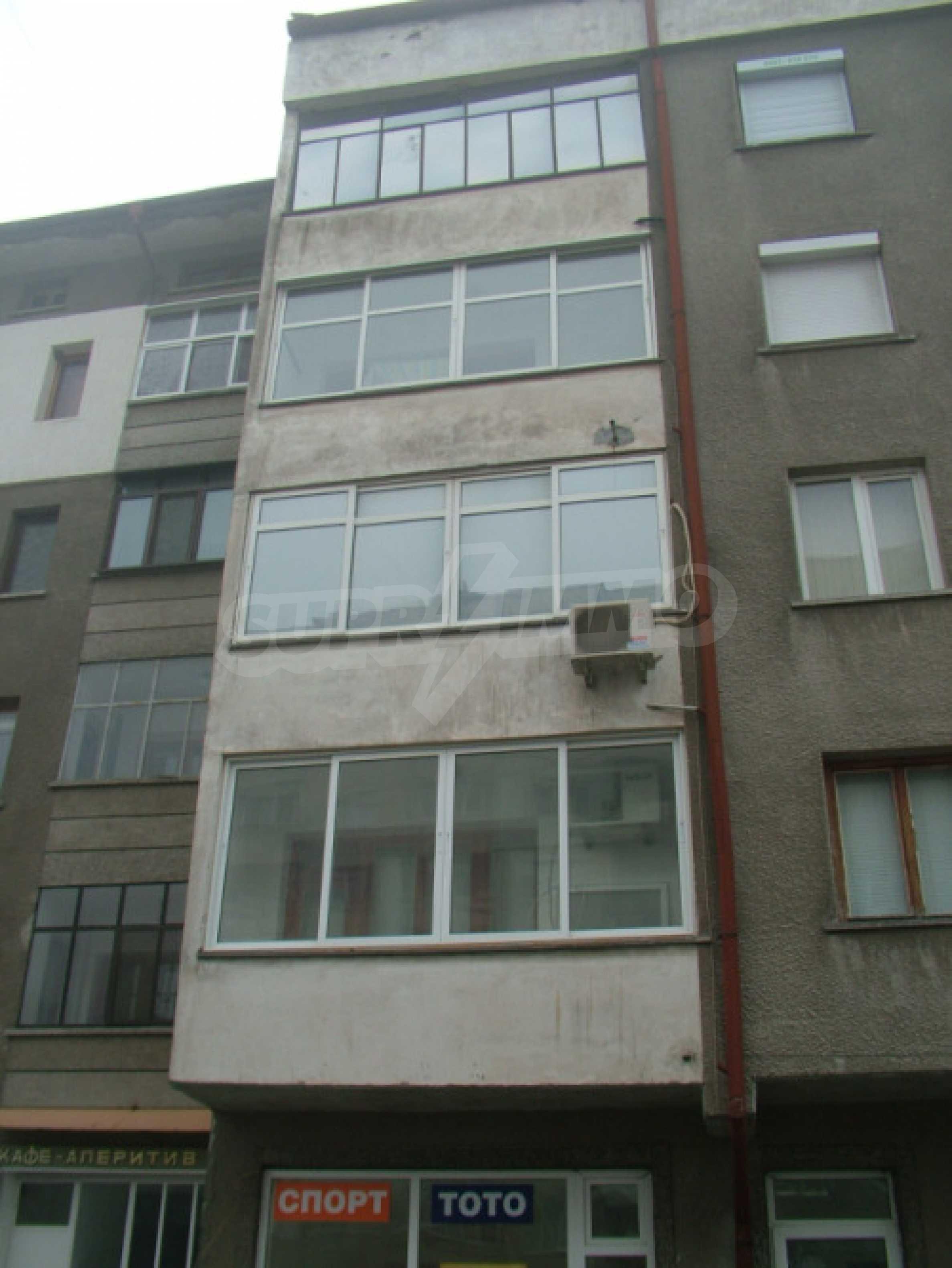 Четырехкомнатная квартира в г.Хасково 16