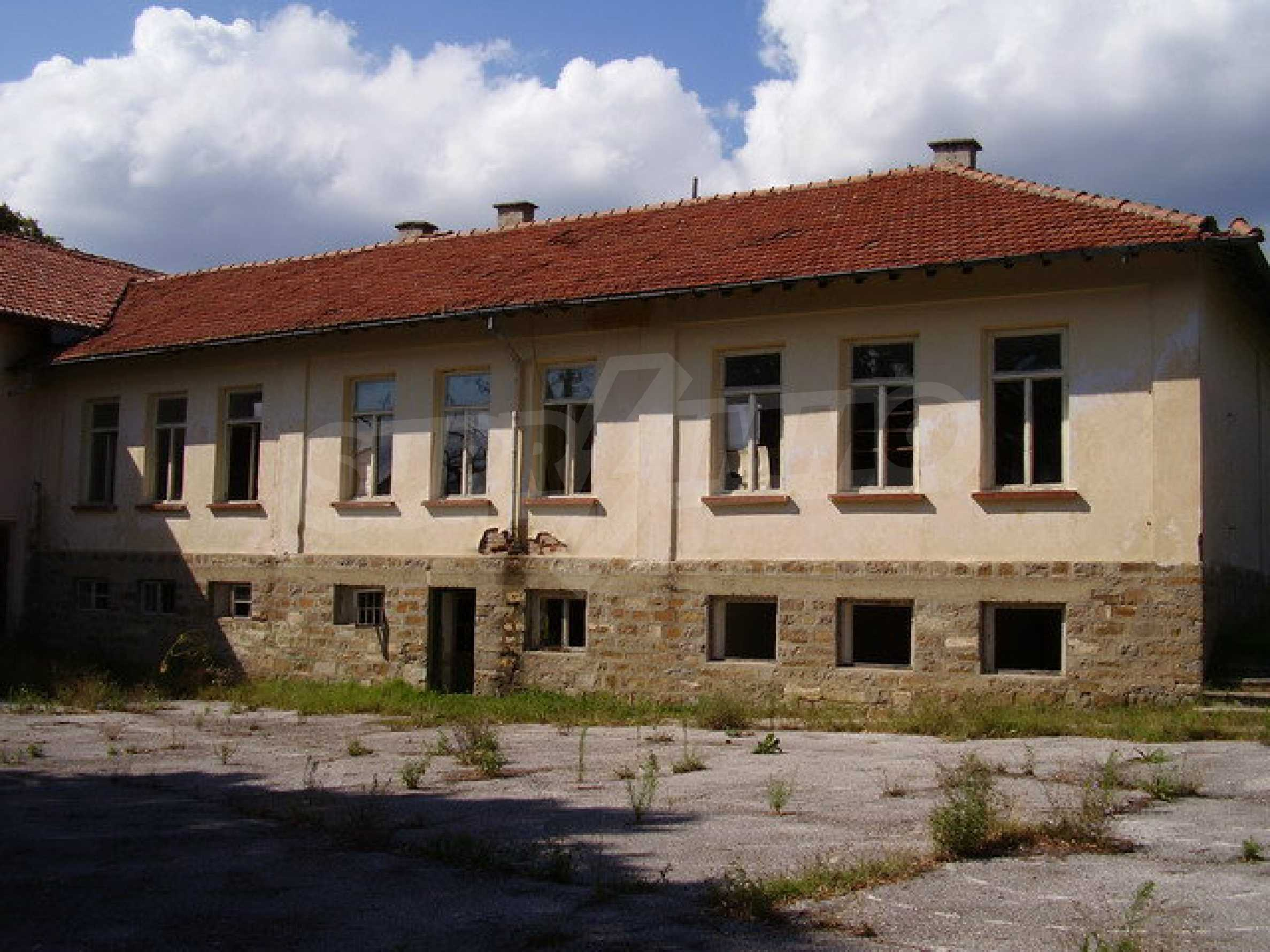 Old school in a village located between towns Dryanovo and Kilifarevo 1