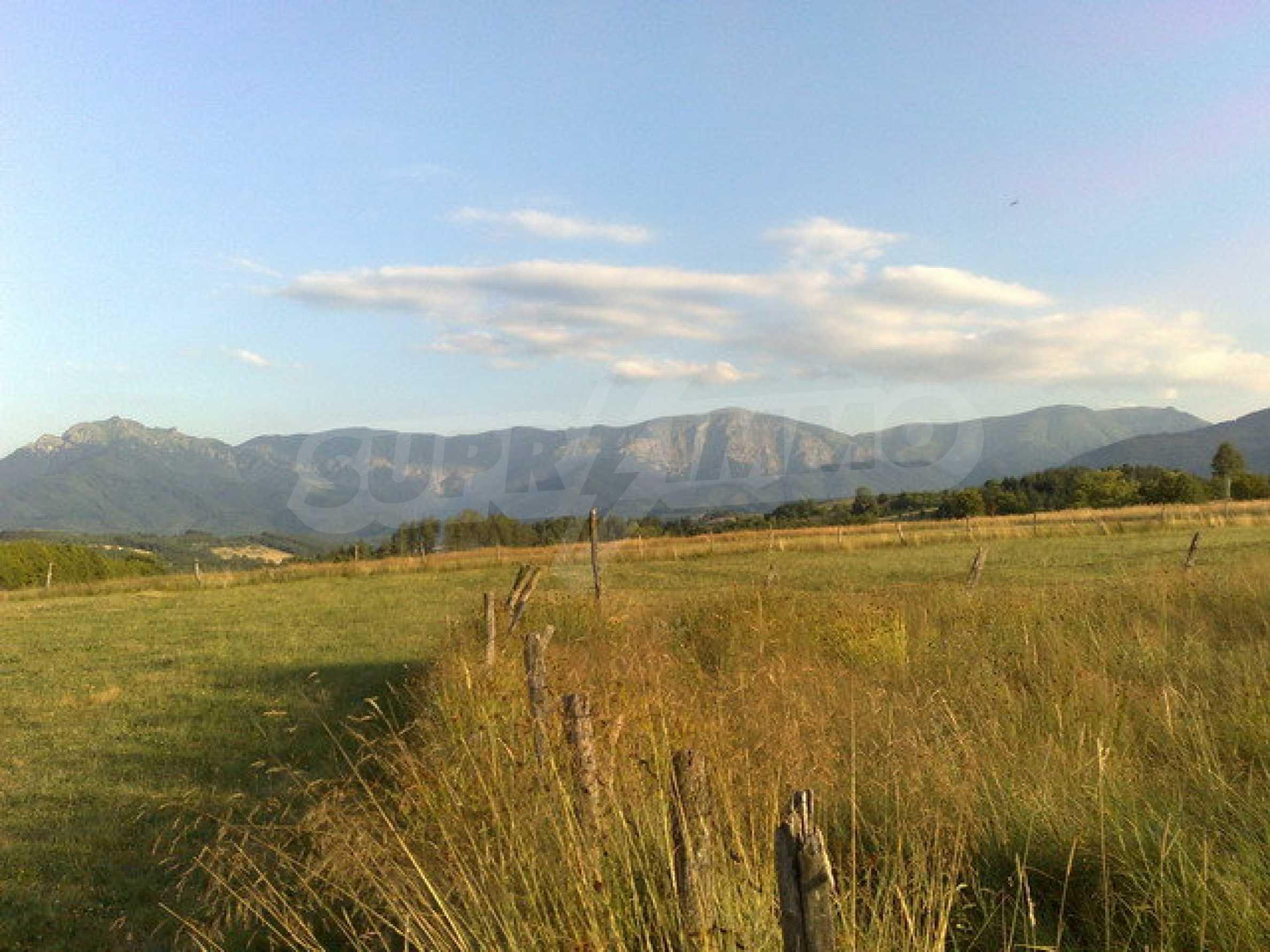 Парцел с прекрасна панорама в Априлци  2