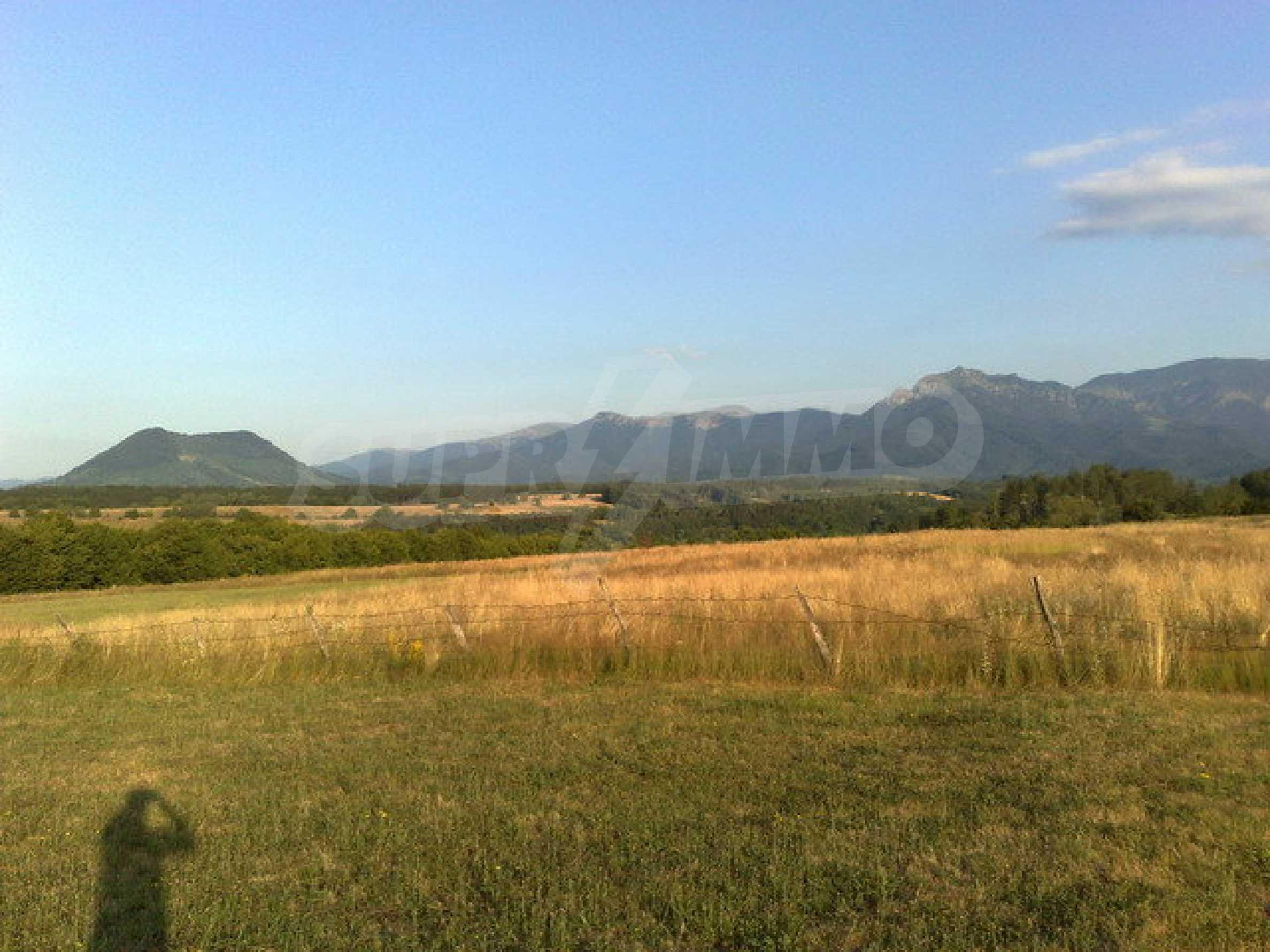 Парцел с прекрасна панорама в Априлци  4
