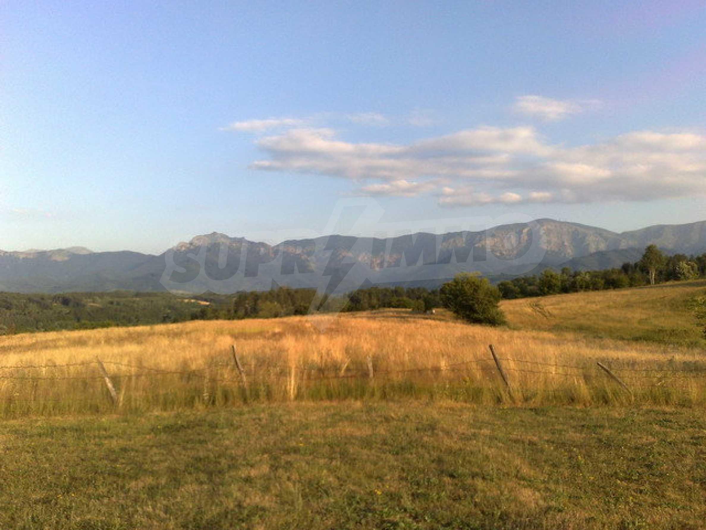 Парцел с прекрасна панорама в Априлци  5