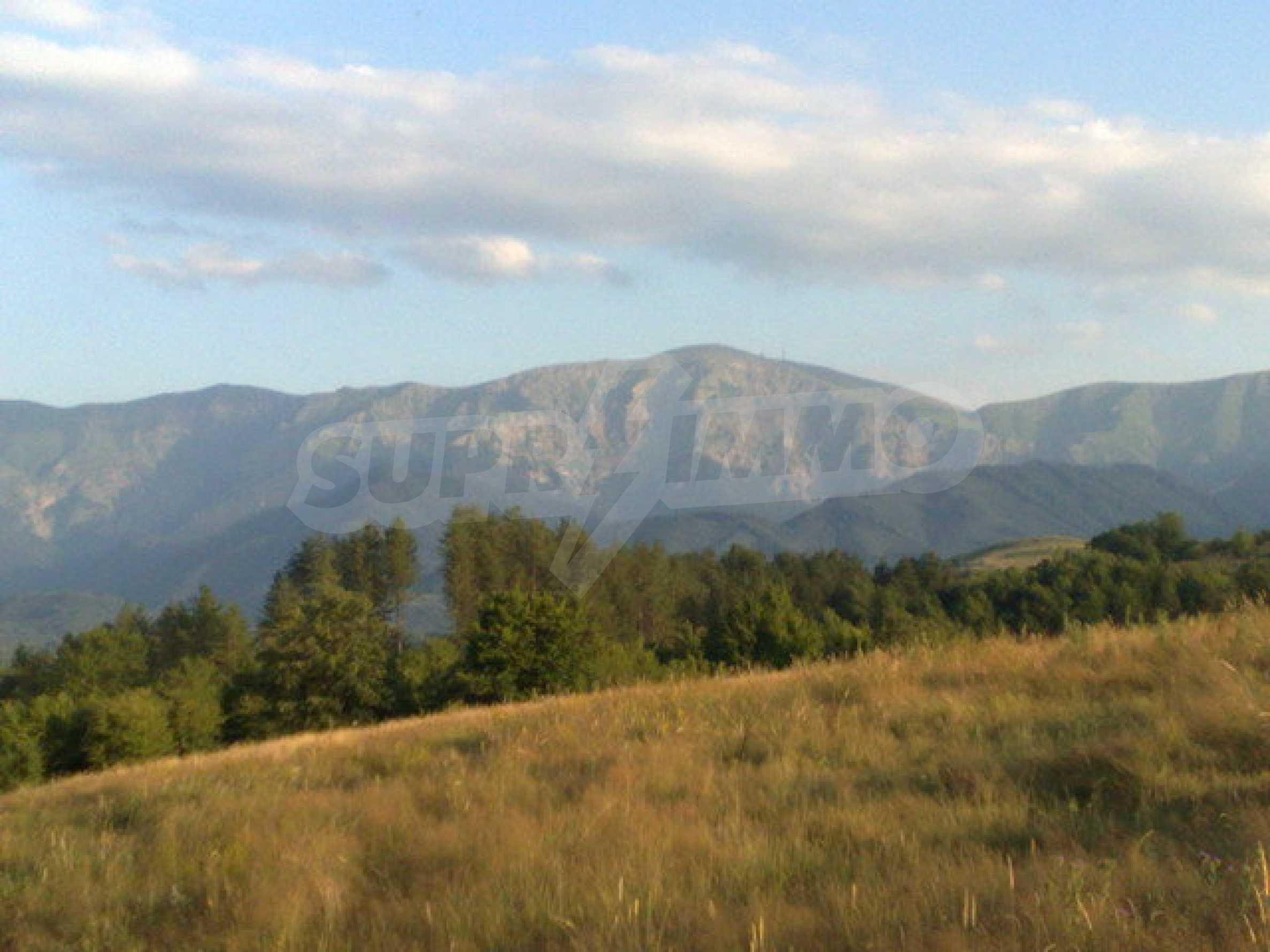 Парцел с прекрасна панорама в Априлци  8