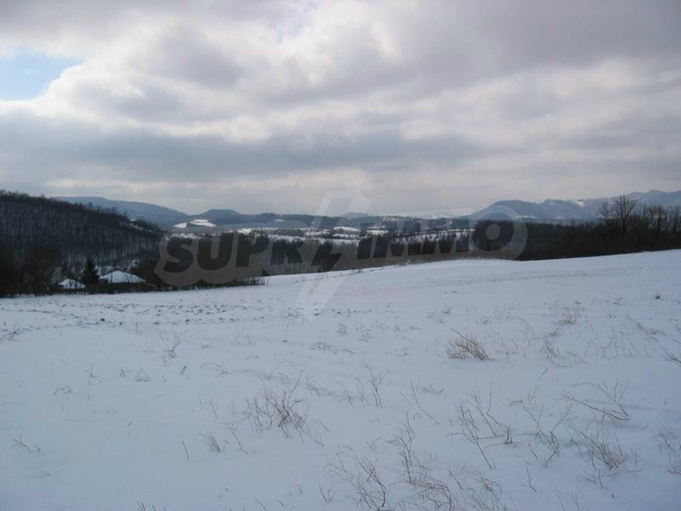 Großes Grundstück in der Nähe des Yovkovtsi-Staudamms, 5 km von Elena entfernt 1