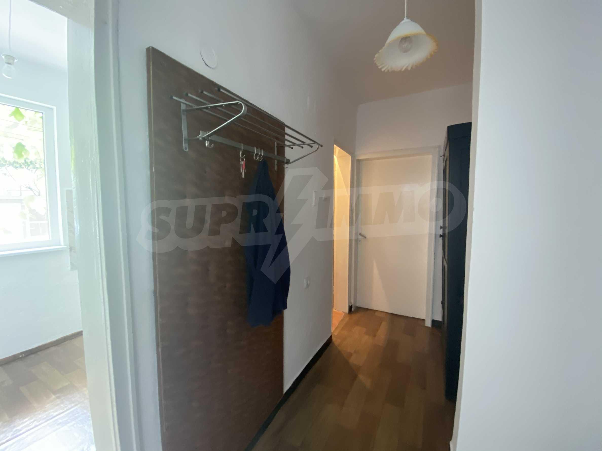 Тристаен апартамент в близост до центъра на Банско 2