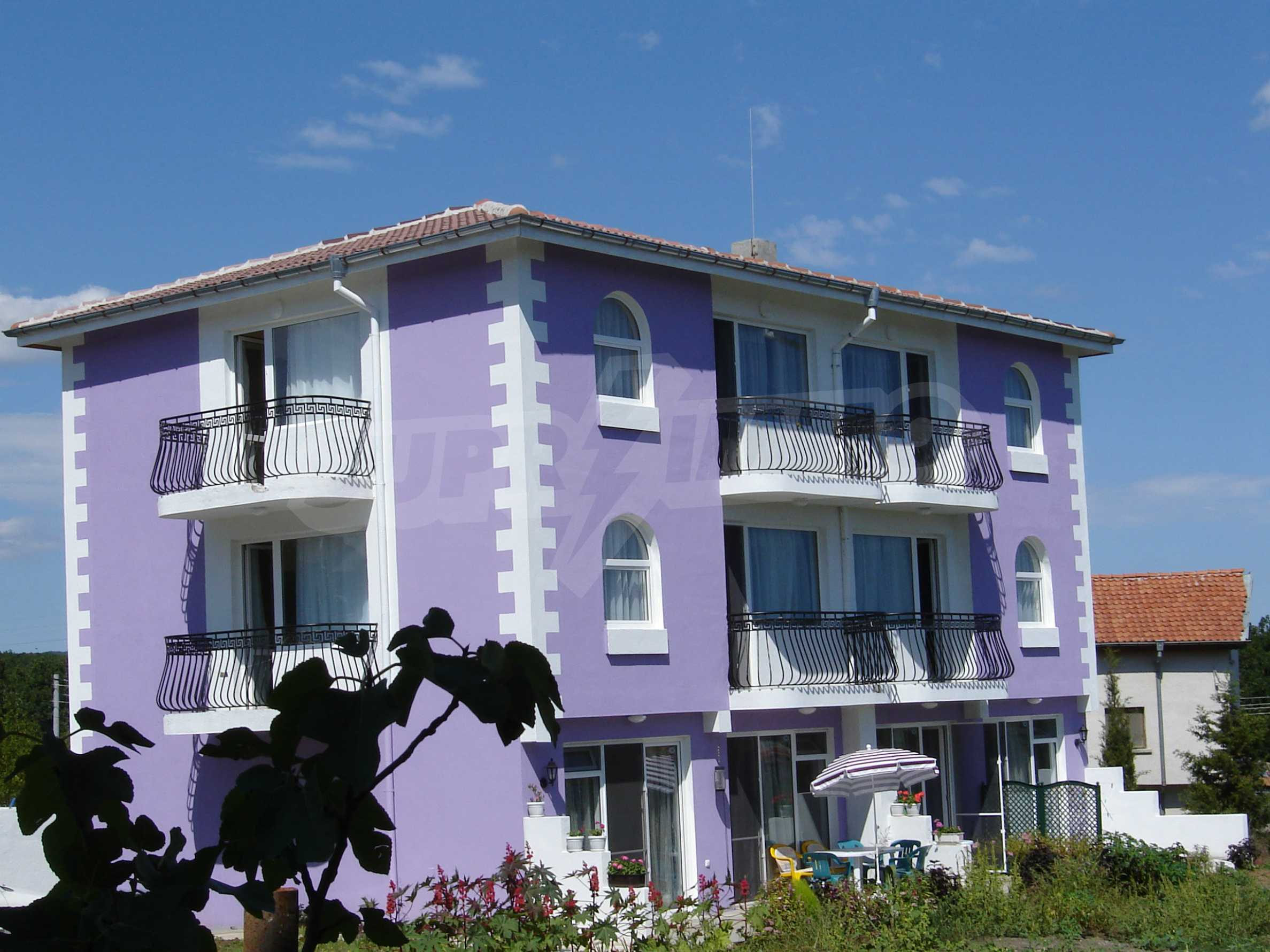 House of family hotel type for sale in Primorsko