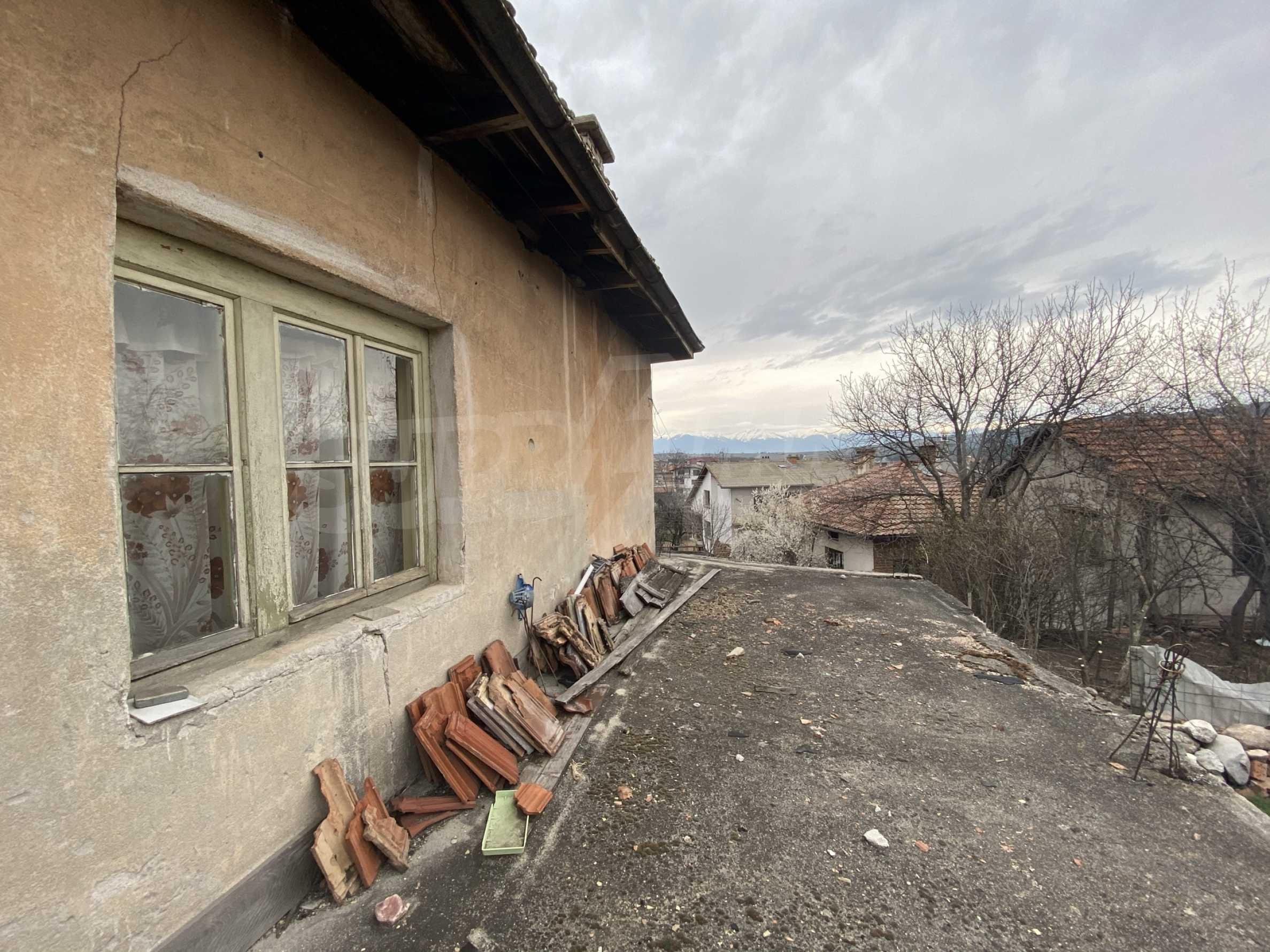 Къща с просторен двор за продажба в Добринище 10