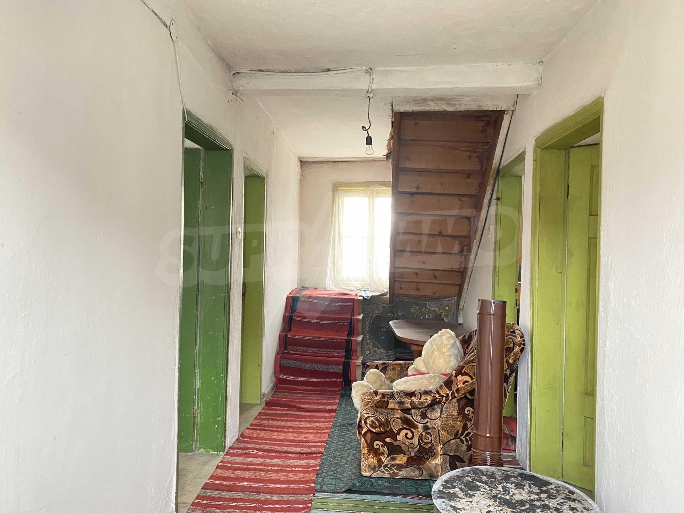 Къща с просторен двор за продажба в Добринище 6