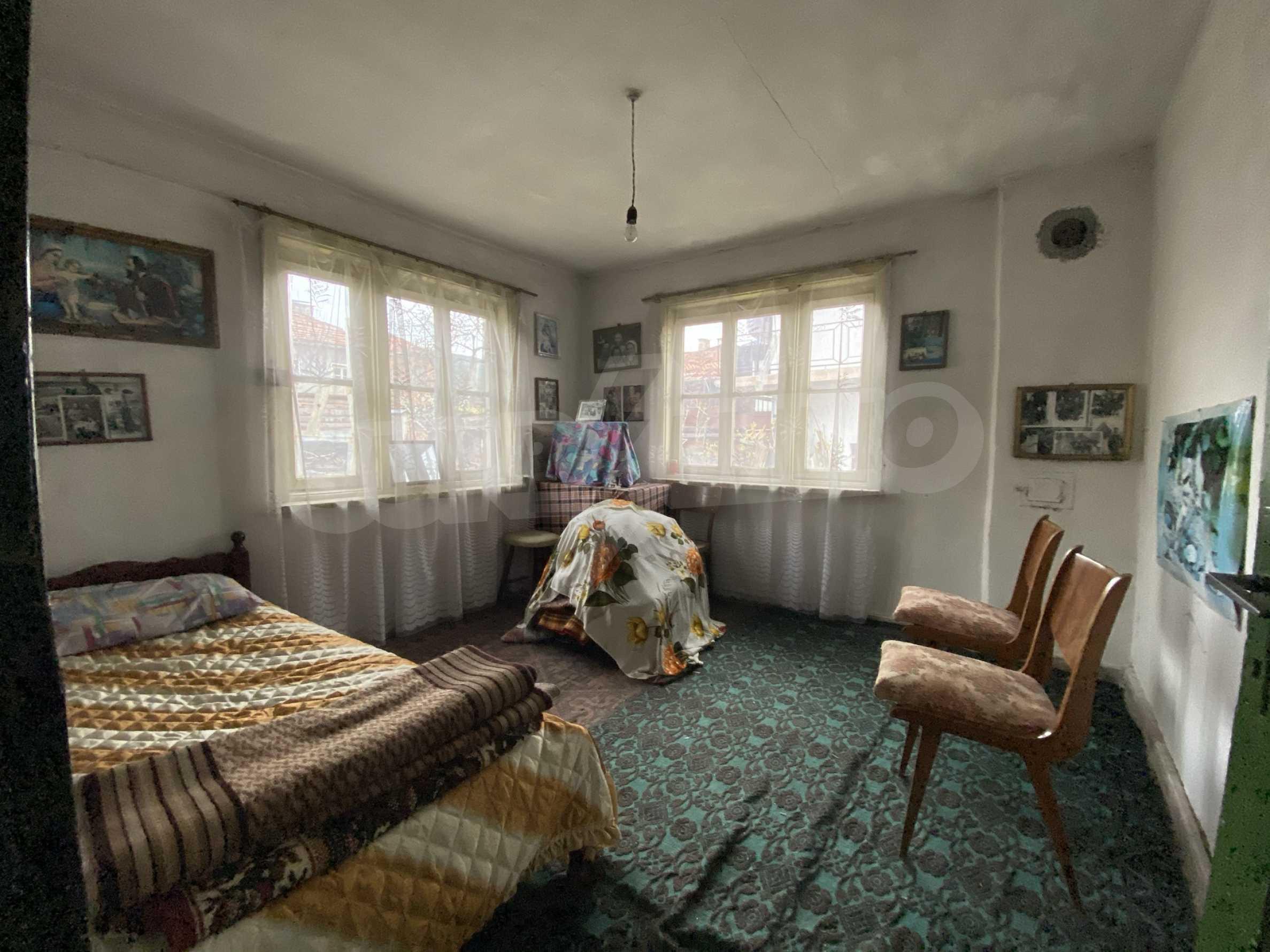 Къща с просторен двор за продажба в Добринище 7