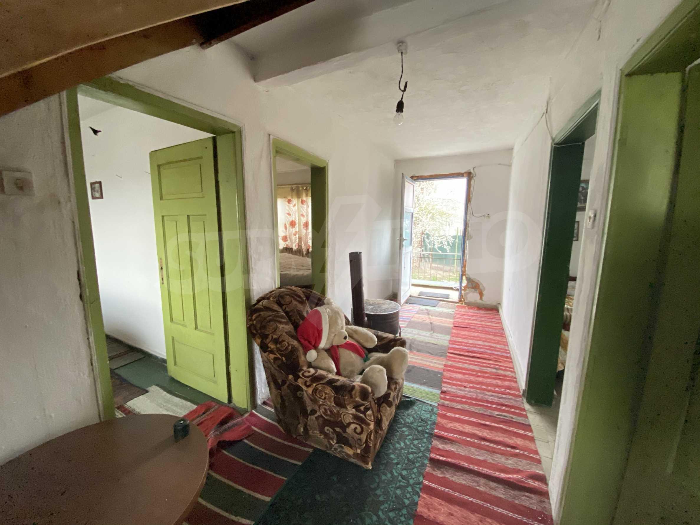 Къща с просторен двор за продажба в Добринище 8