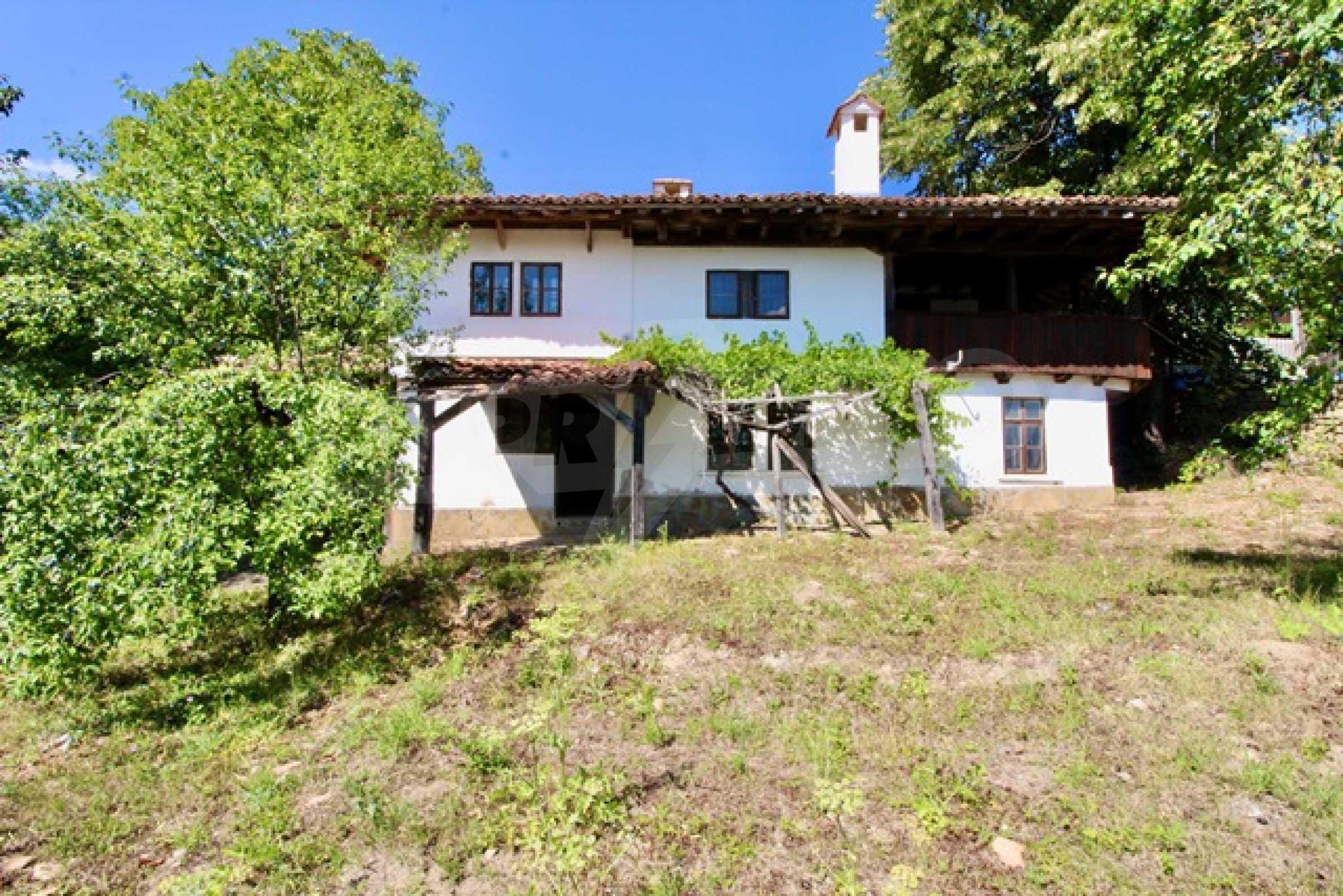 Реновирана възрожденска къща в Eленския балкан