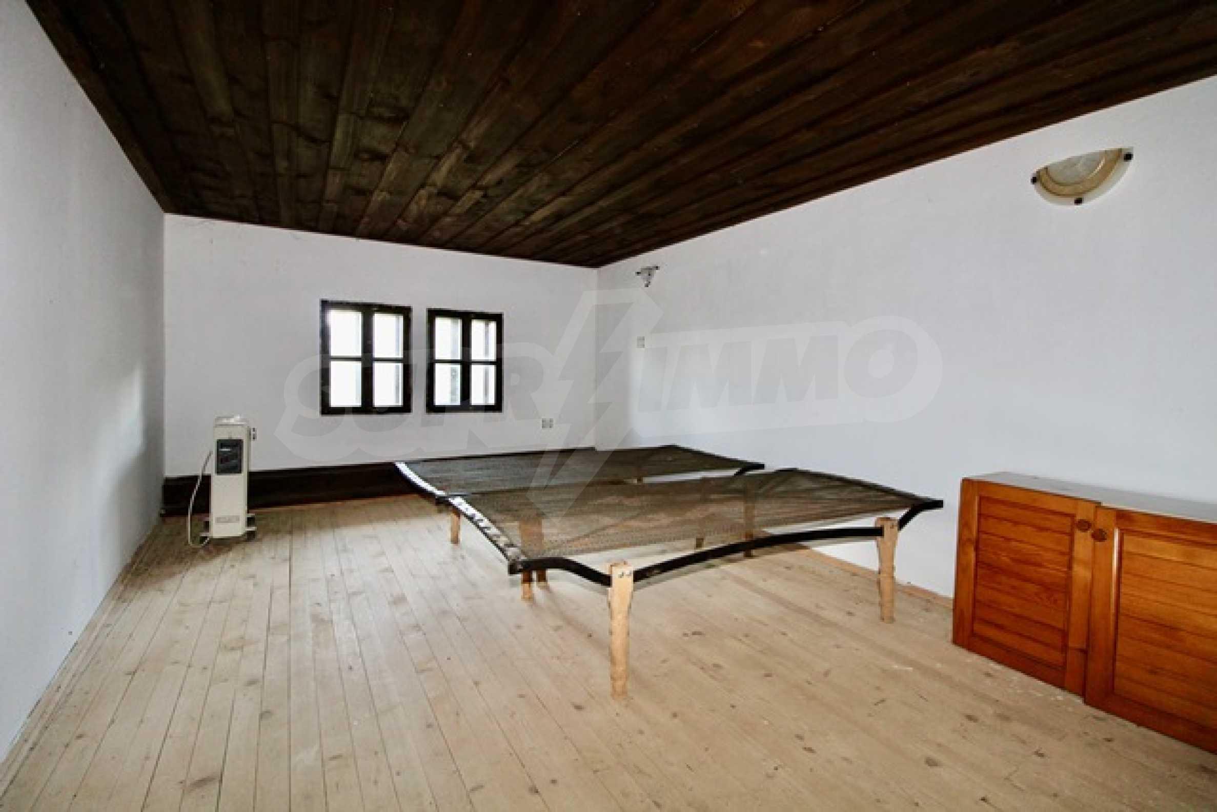 Реновирана възрожденска къща в Eленския балкан 12