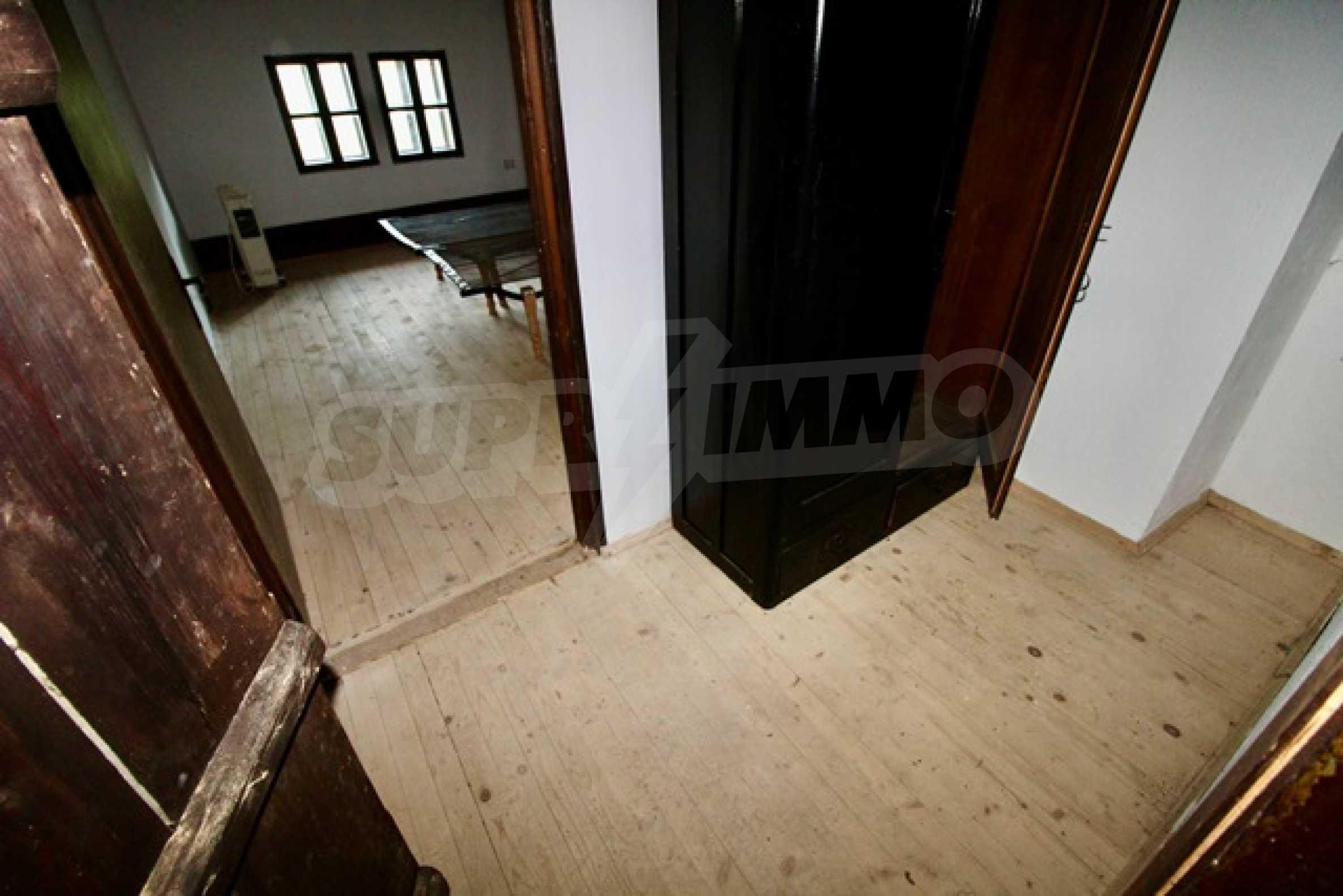 Реновирана възрожденска къща в Eленския балкан 14
