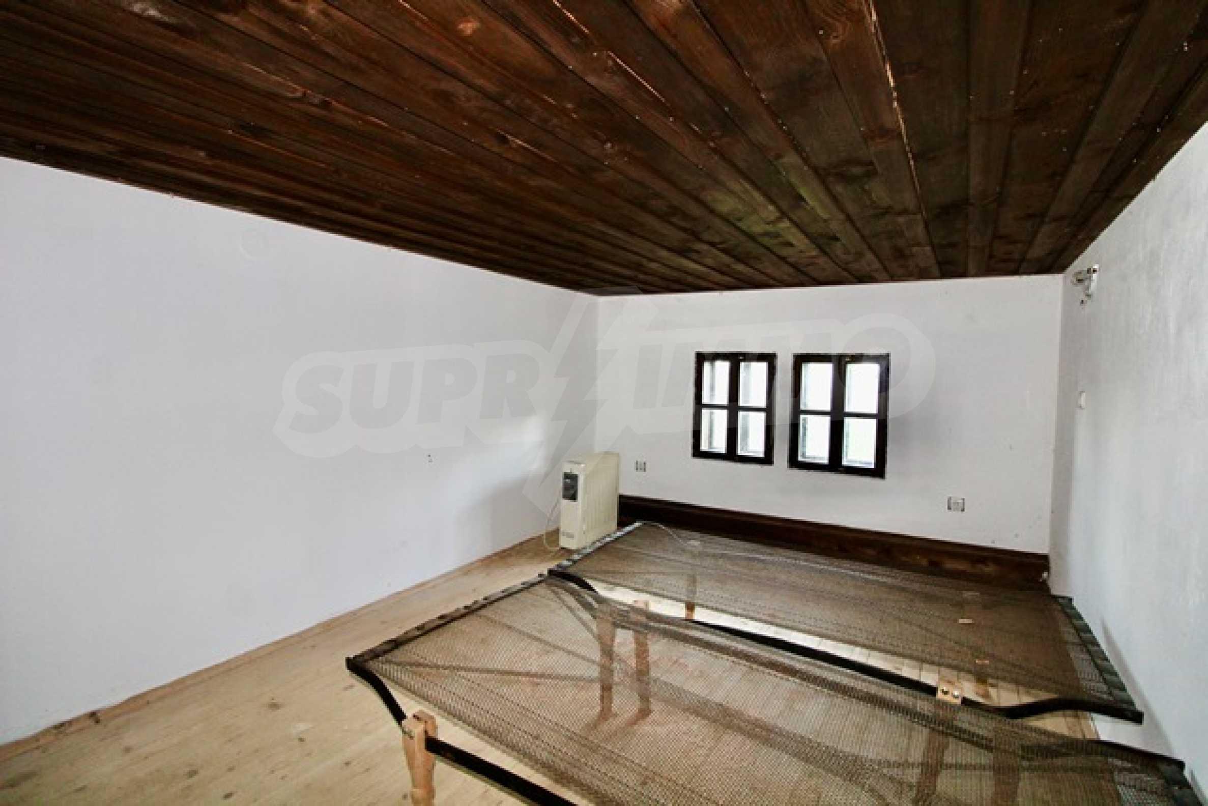 Реновирана възрожденска къща в Eленския балкан 15