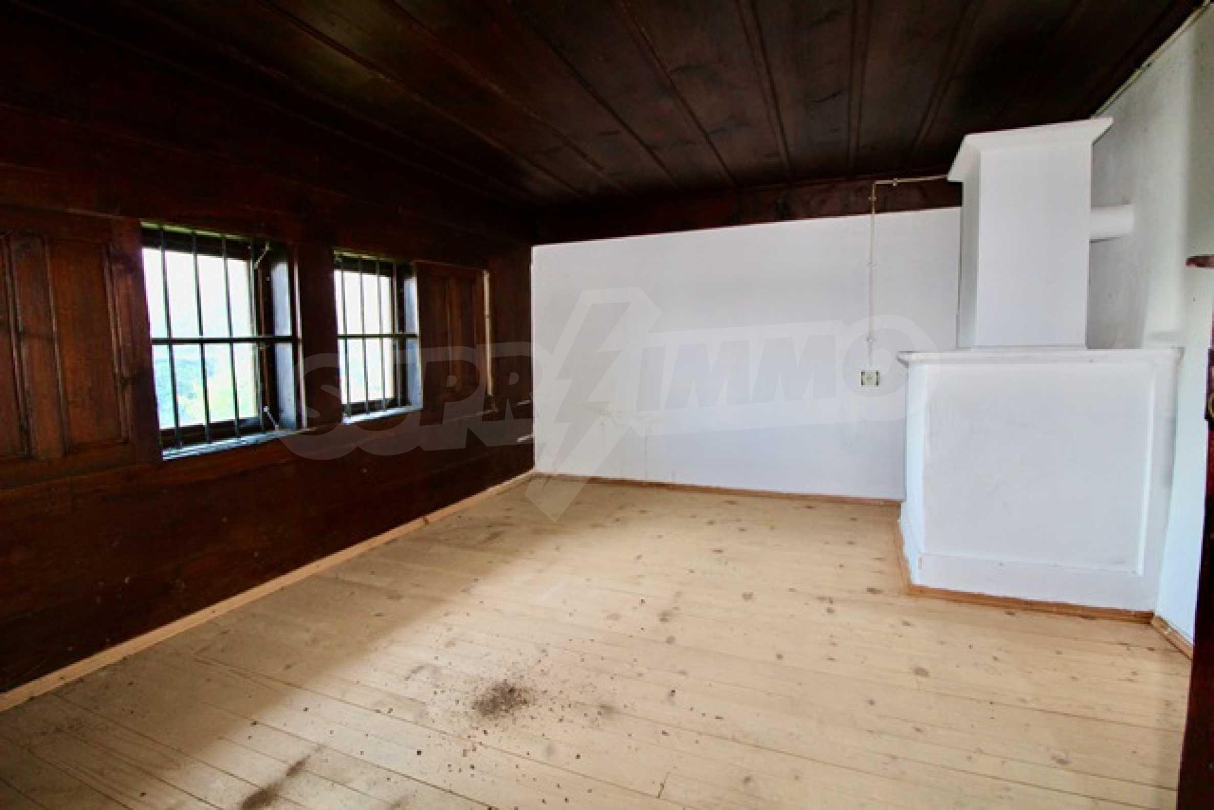 Реновирана възрожденска къща в Eленския балкан 19