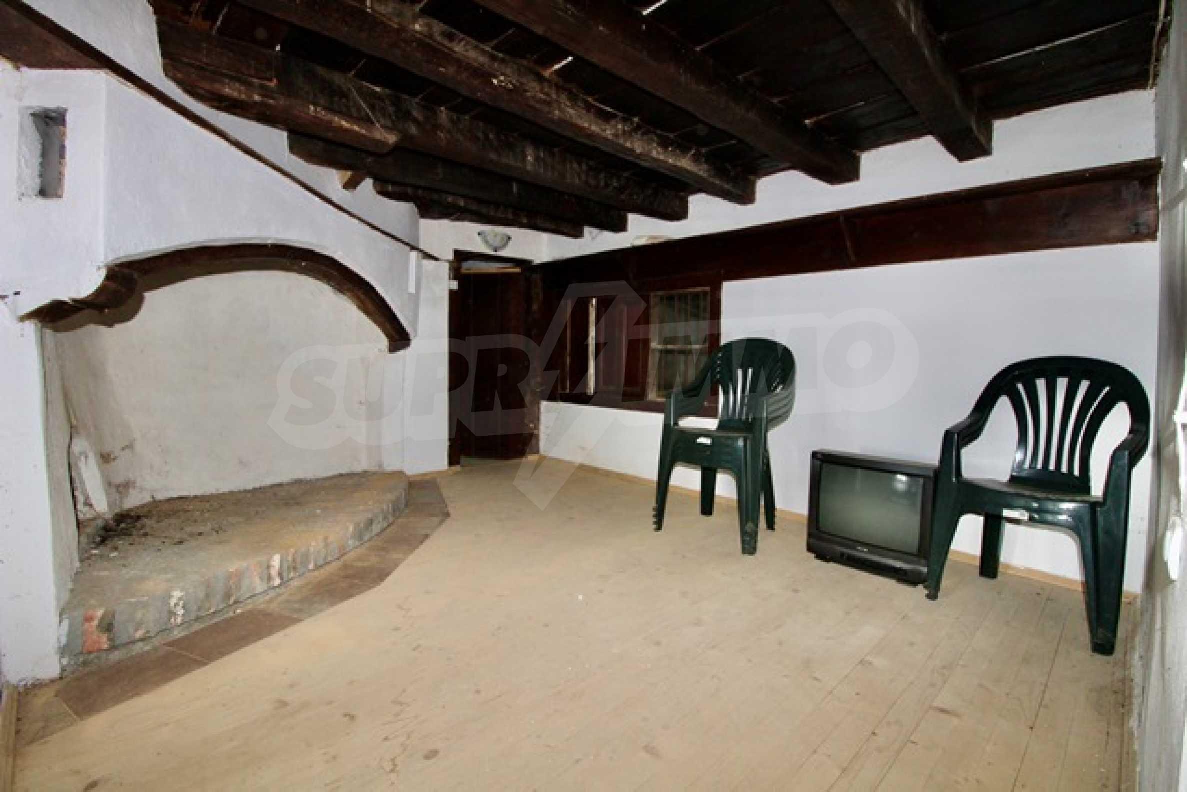 Реновирана възрожденска къща в Eленския балкан 20