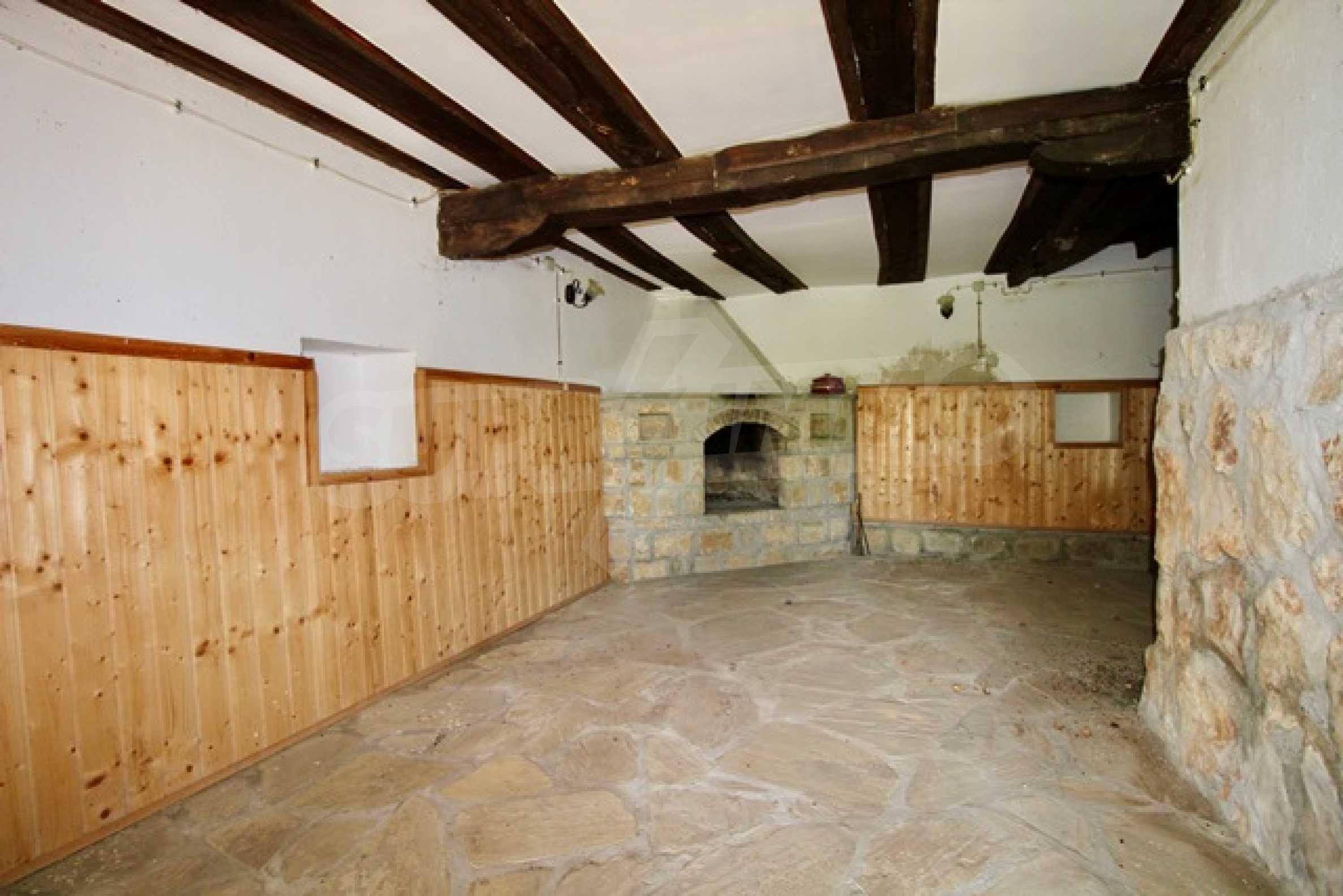Реновирана възрожденска къща в Eленския балкан 21