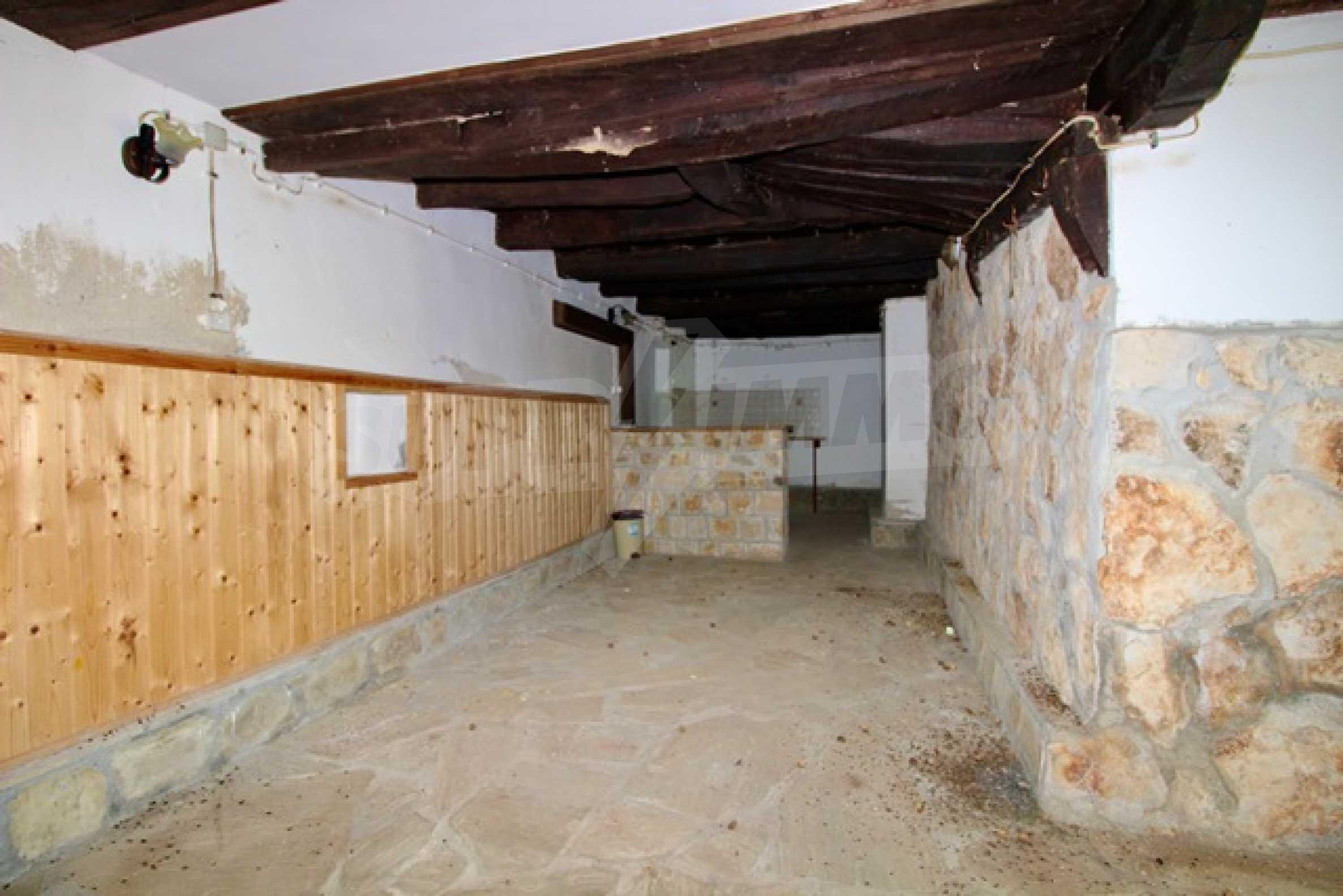 Реновирана възрожденска къща в Eленския балкан 22