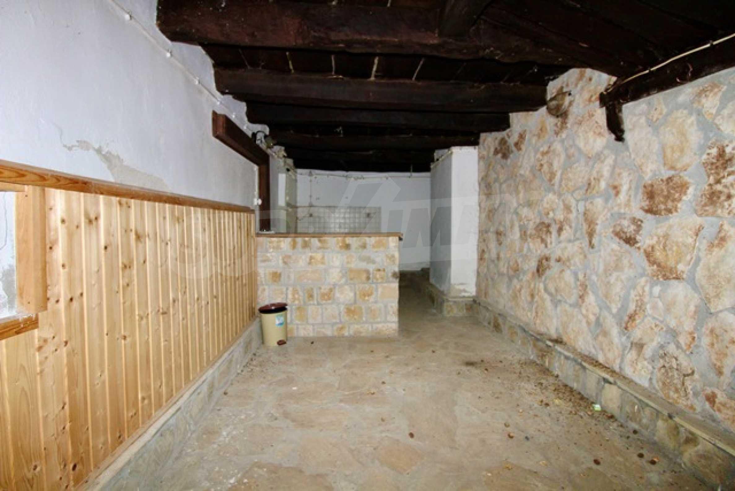 Реновирана възрожденска къща в Eленския балкан 23