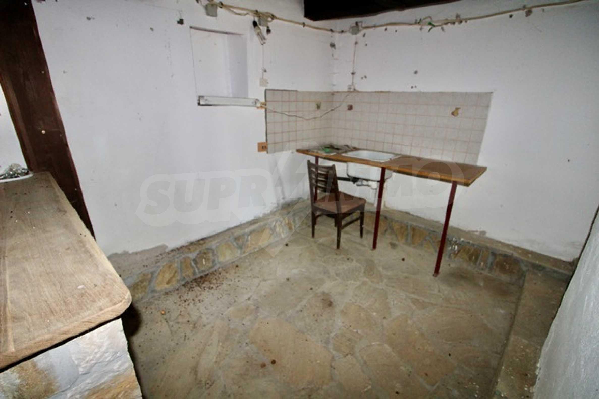 Реновирана възрожденска къща в Eленския балкан 24